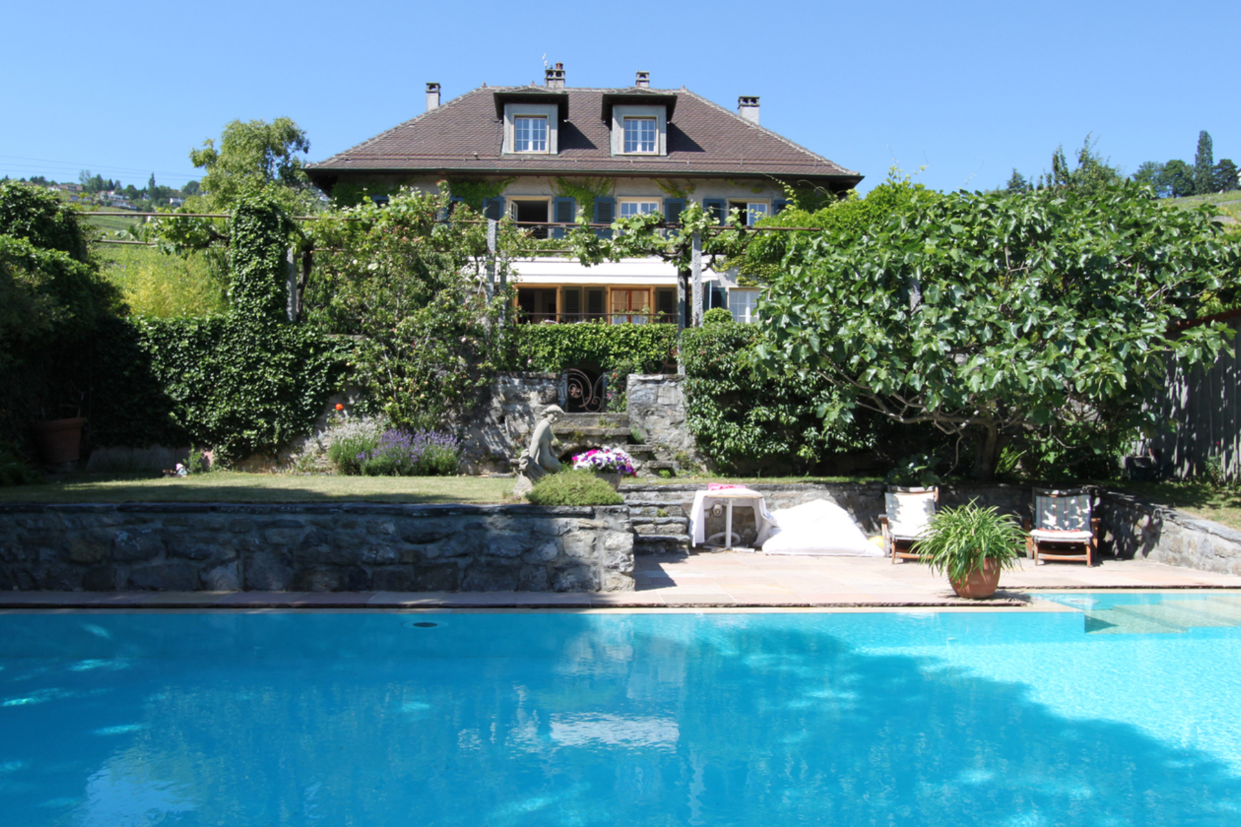 Property For Sale at Magnificent winegrower's house with swimming pool and view over the lake