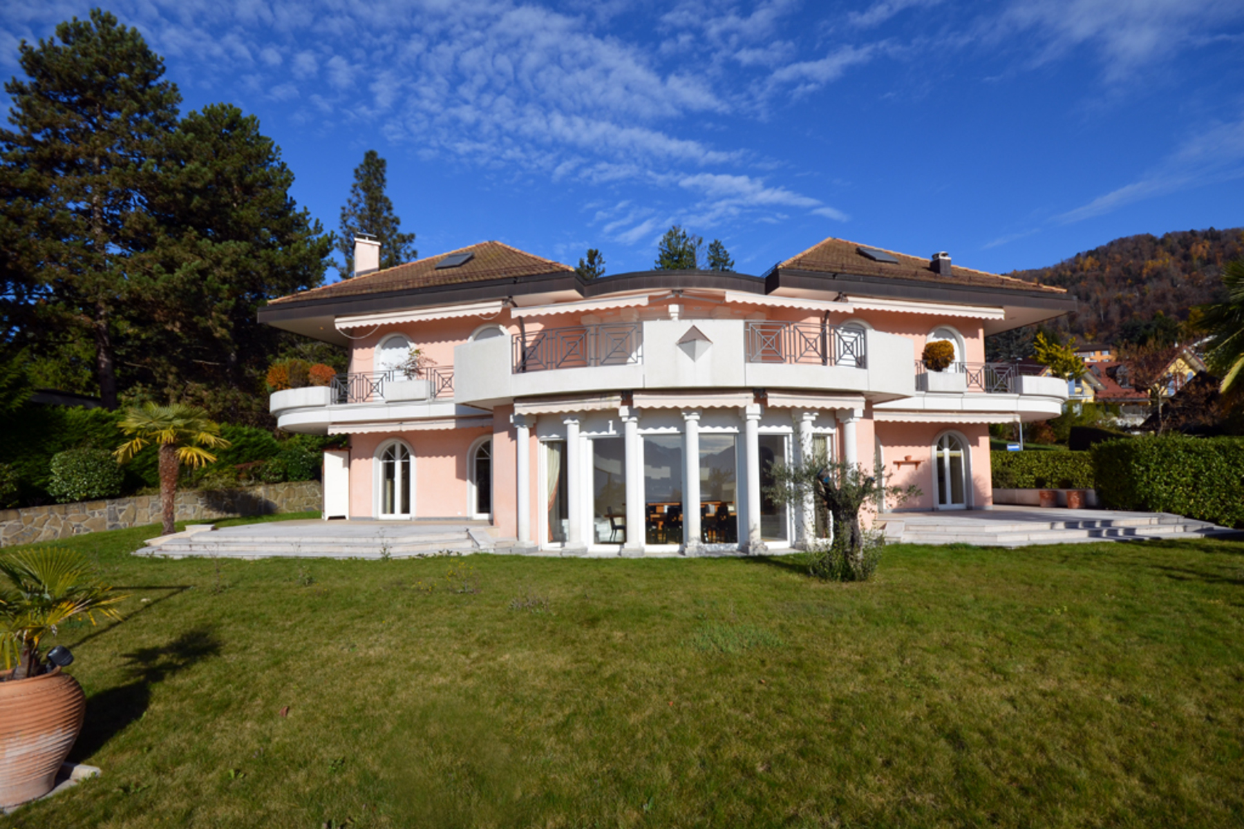 sales property at Elegant villa with a living area of 430 m² Idyllic location and pretty view