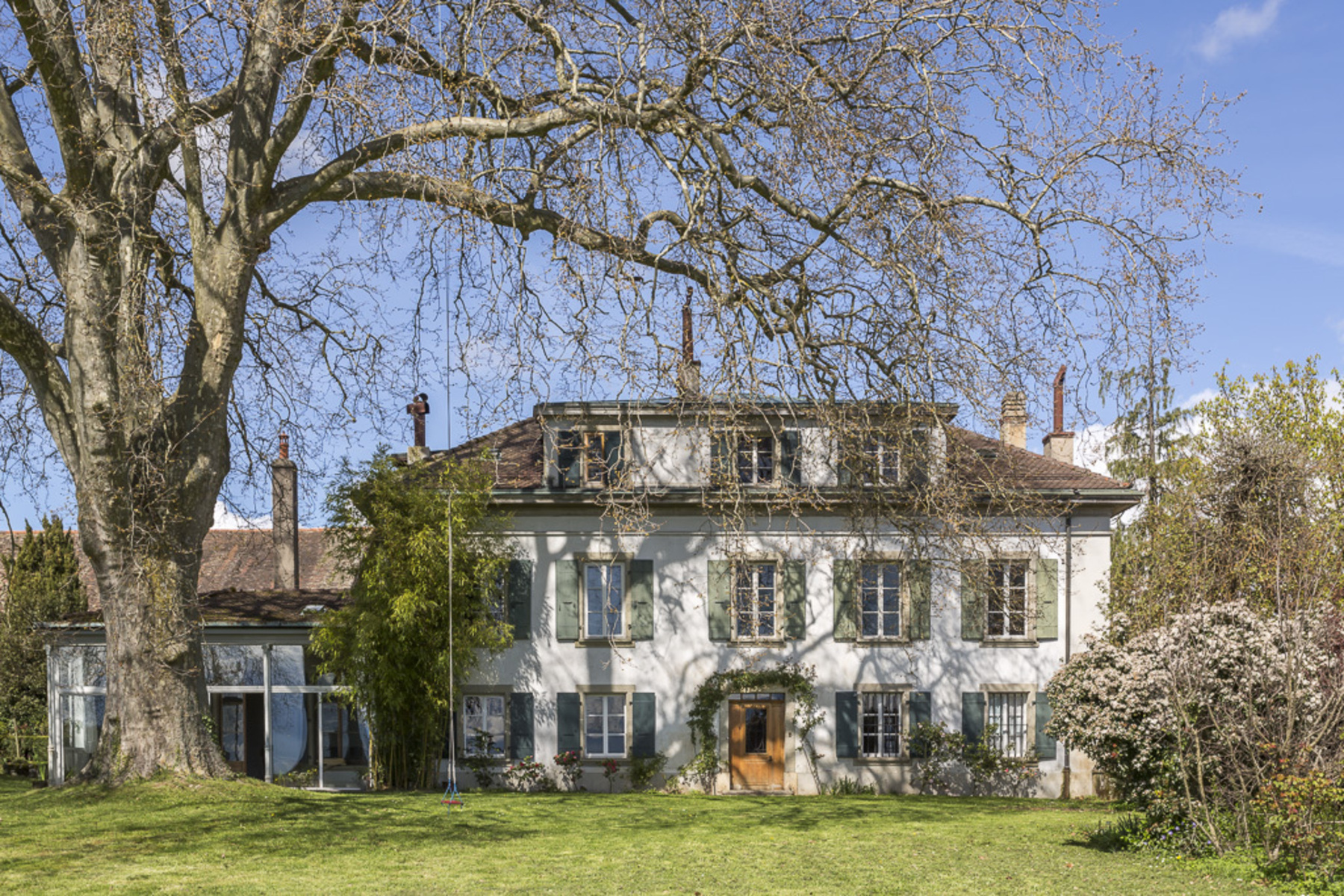 sales property at Huge manor house with view over the lake and Alps
