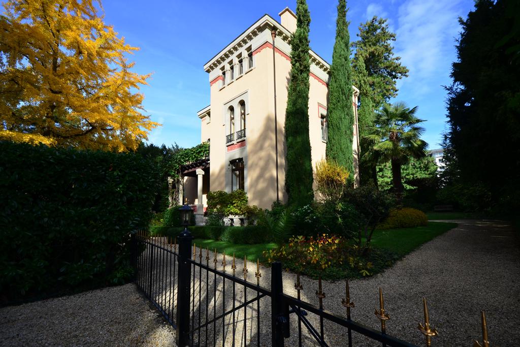 Property For Sale at Splendid mansion Refinement and elegance