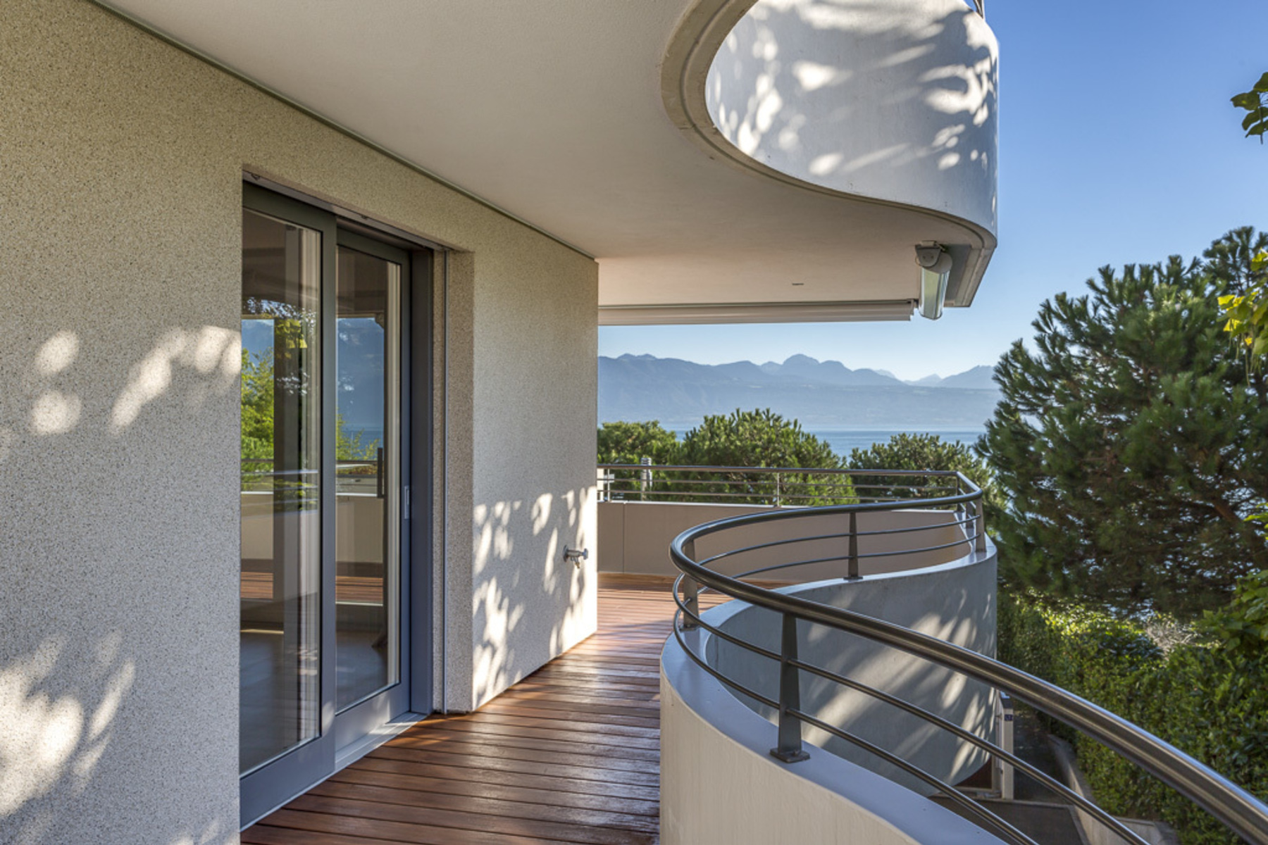 sales property at Modern 4 room apartment, overlooking the lake