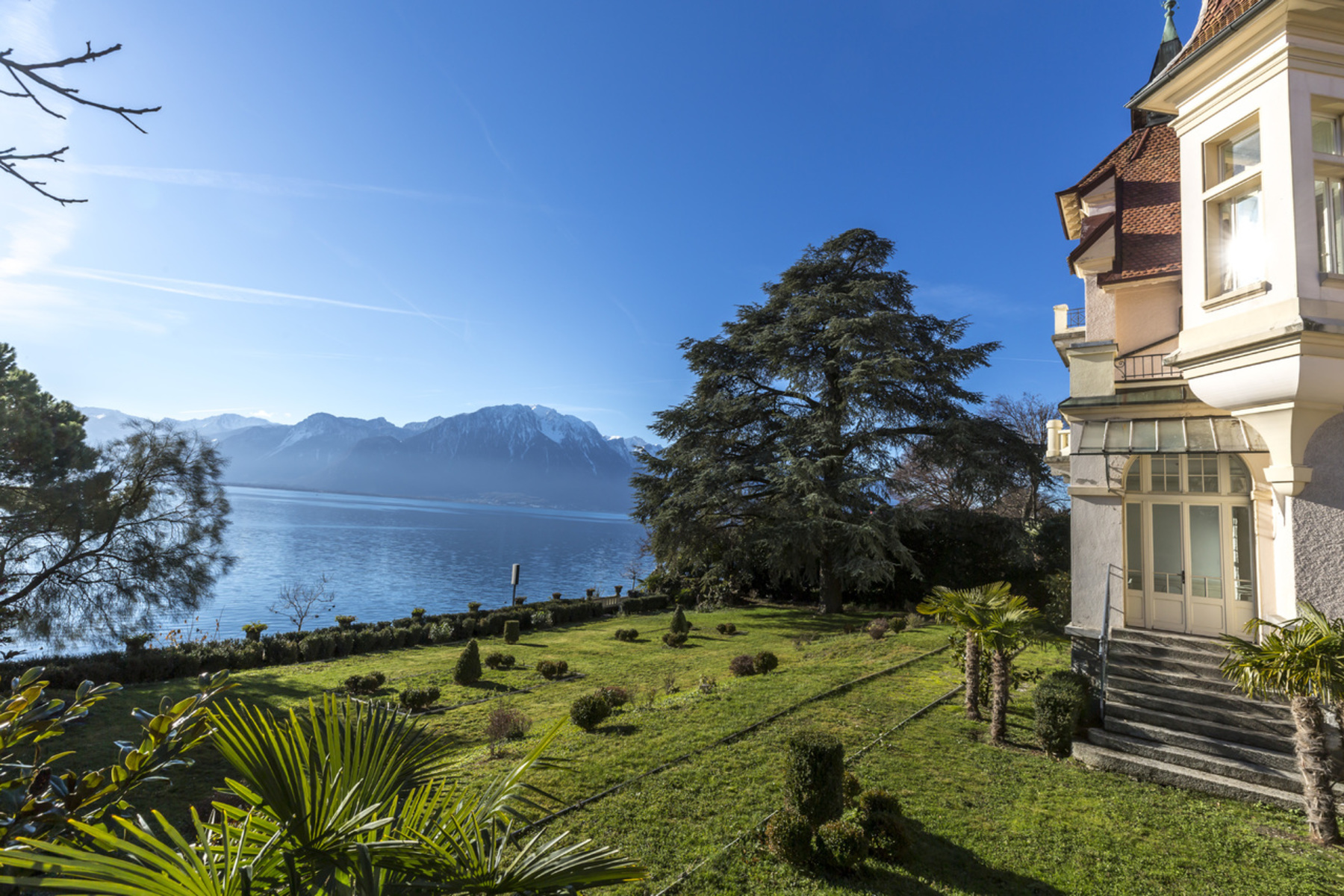 Additional photo for property listing at Spectacular historic château, prime location with breathtaking views Clarens Montreux, Vaud 1820 Suiza