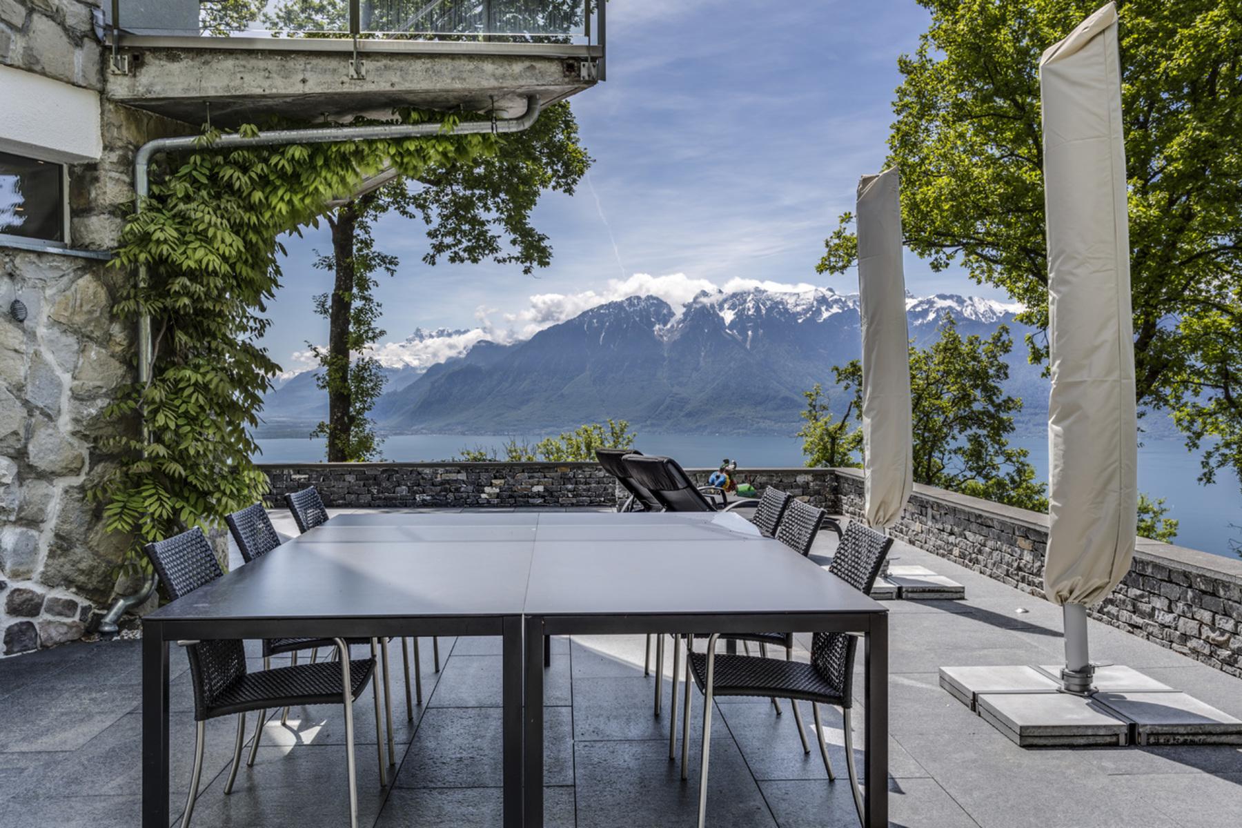 Maison unifamiliale pour l Vente à Stunning 380-m² villa Exclusive area with lake view Chardonne, Chardonne, Vaud, 1803 Suisse