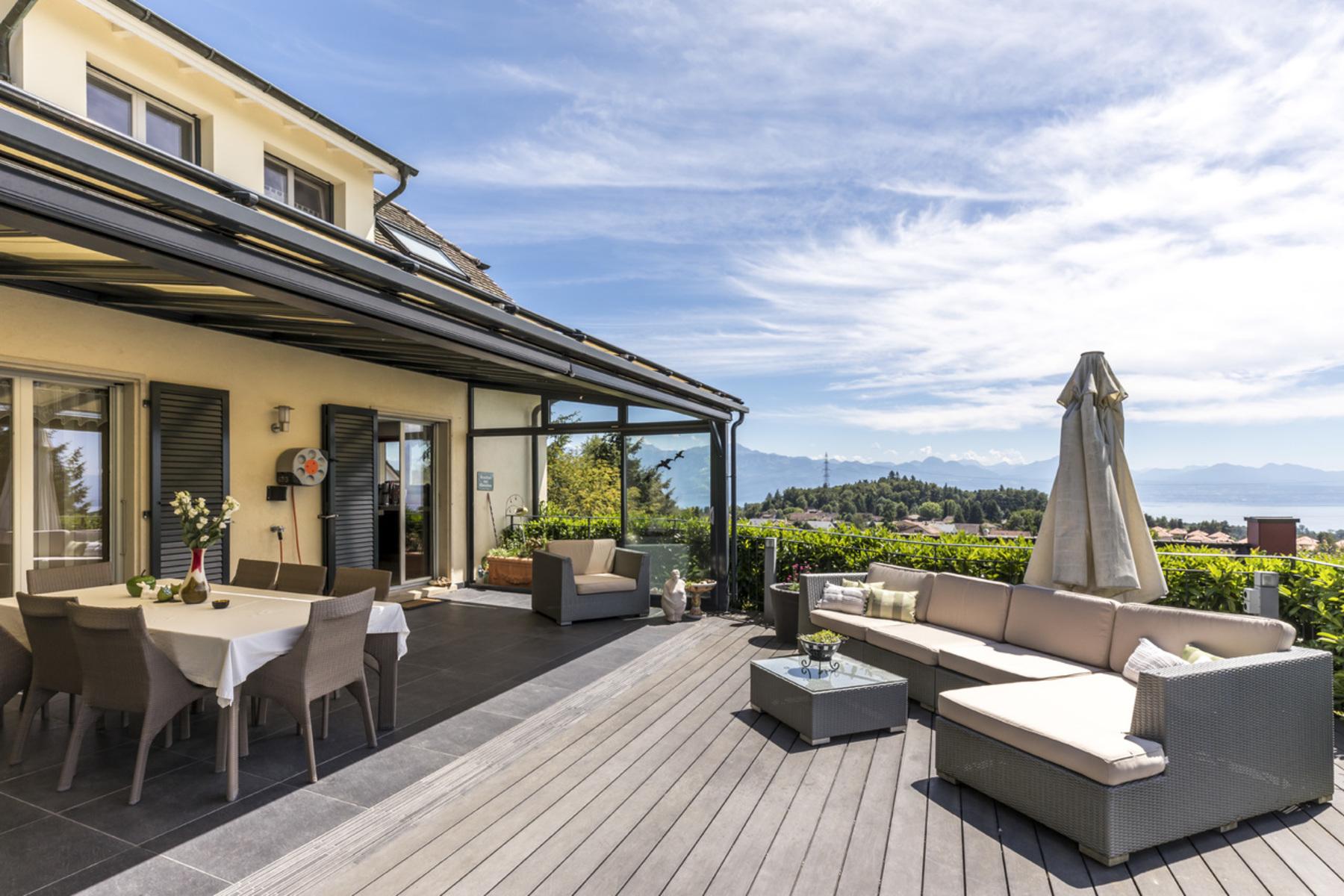 Maison unifamiliale pour l Vente à Beautiful, fully renovated property with view over the lake Epalinges Epalinges, Vaud, 1066 Suisse