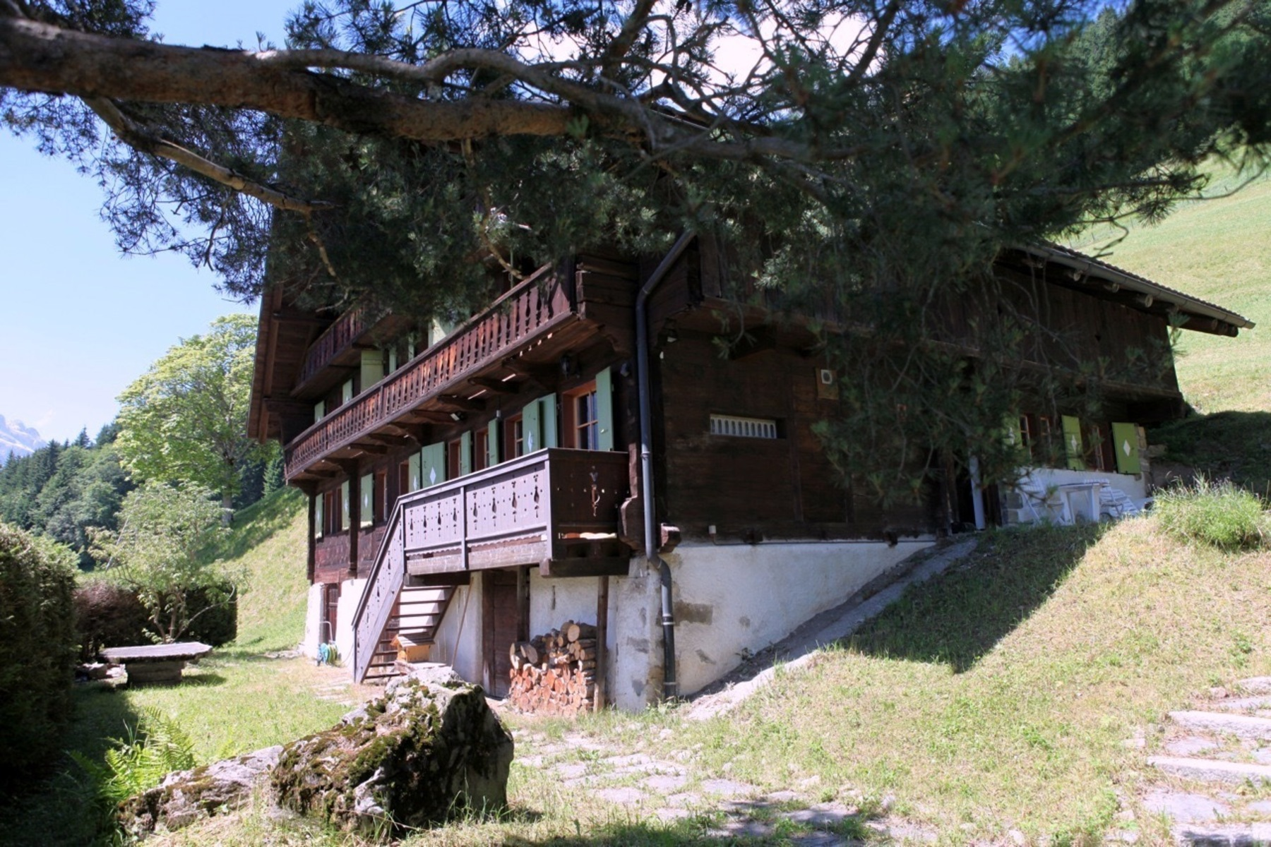 Casa Unifamiliar por un Venta en Beautiful chalet with a plot of 23'815 m2 Champéry Champery, Valais, 1874 Suiza