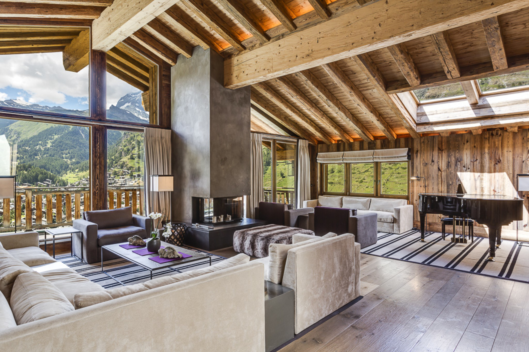 Single Family Homes por un Venta en Luxury chalet with 7 ensuite bedrooms and outdoor jacuzzi Zermatt, Valais 3920 Suiza