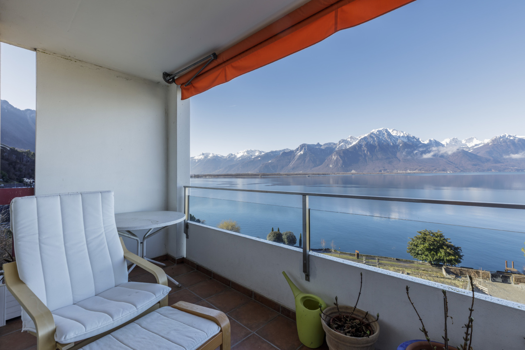 Condominiums 为 销售 在 Spacious apartment with panoramic views over the lake Veytaux Other Vaud, 沃州 1820 瑞士