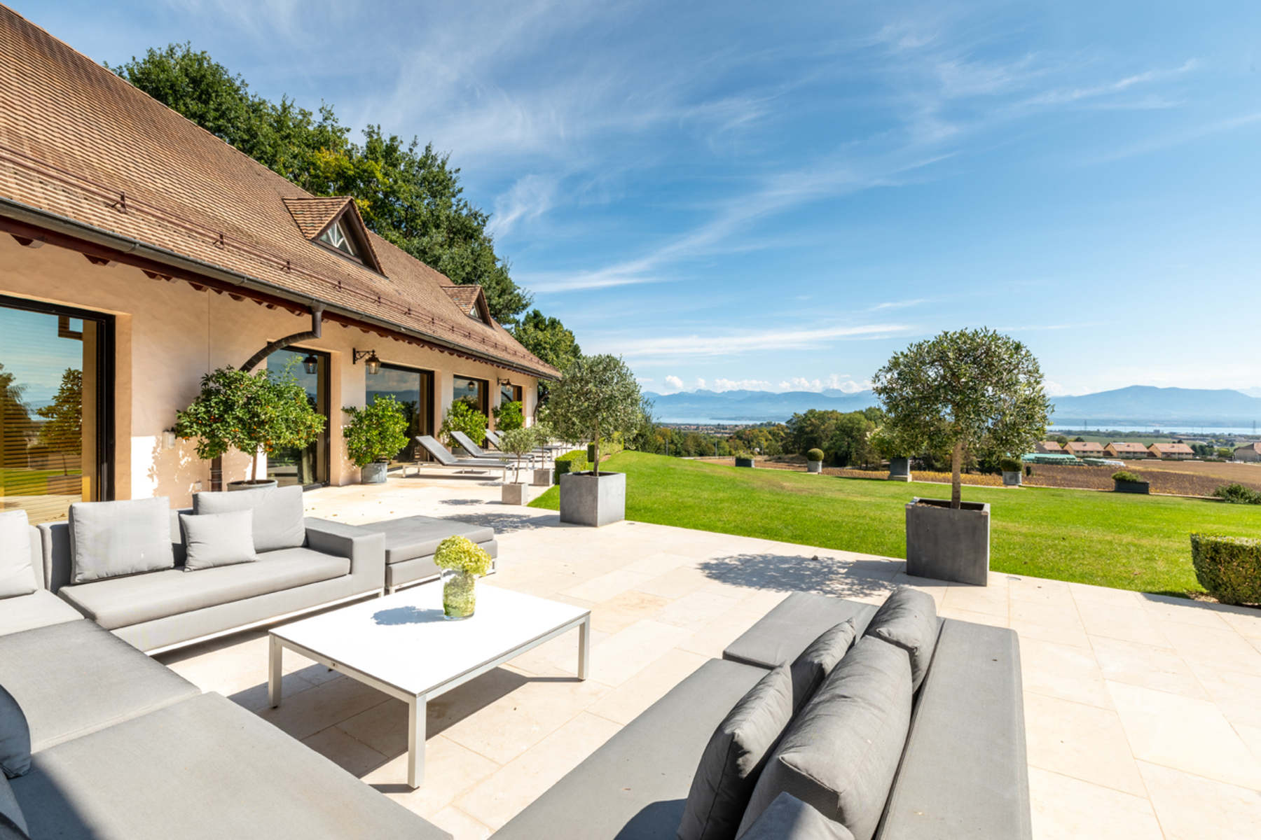 Additional photo for property listing at Unique property decorated in style Trélex Trelex, Vaud 1270 Suiza