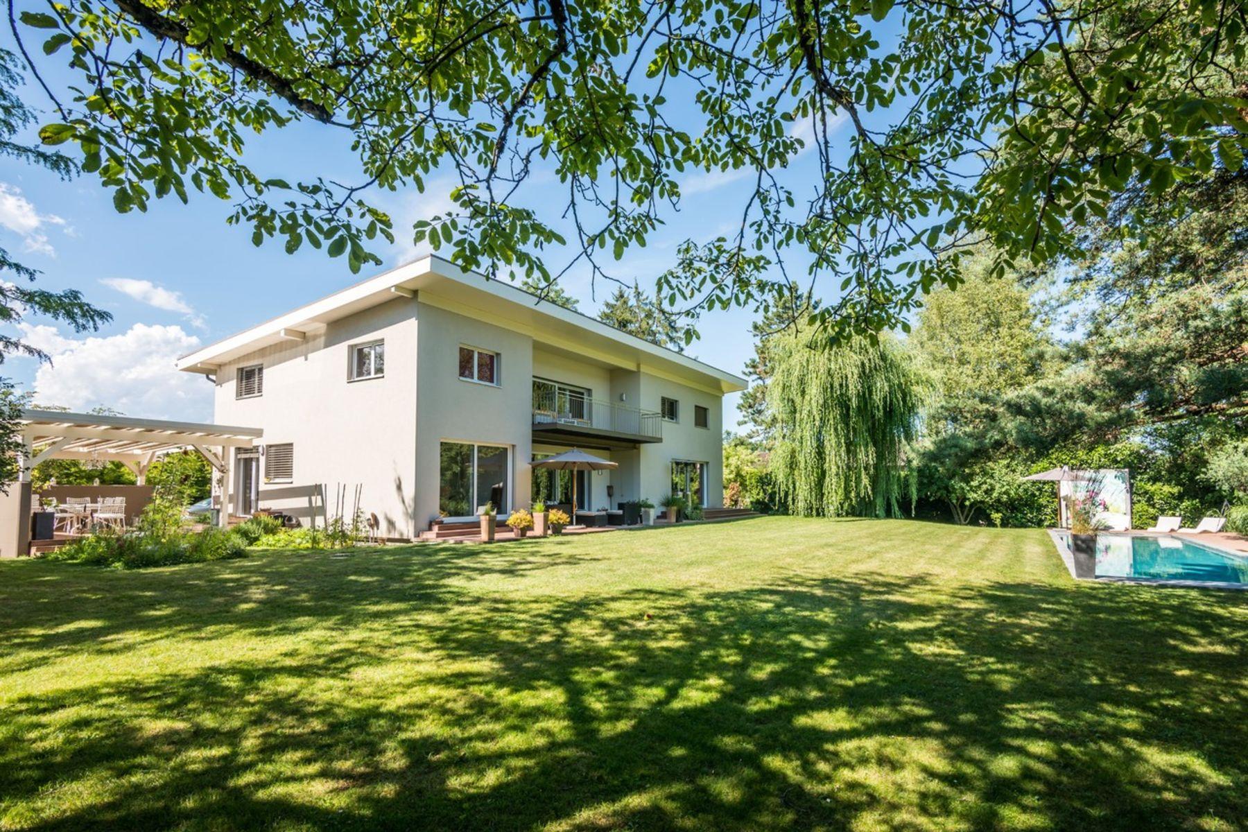 Single Family Home for Sale at Detached, spacious villa with plenty of natural light Vandoeuvres Vandoeuvres, Geneva, 1253 Switzerland