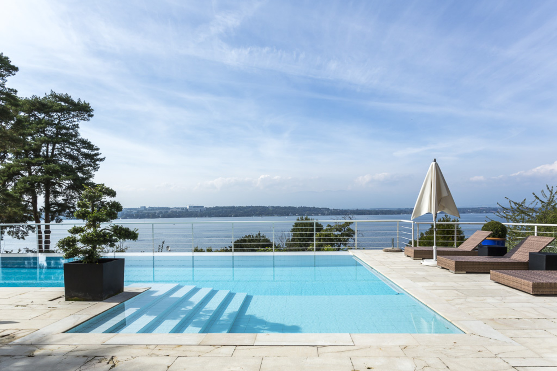 Additional photo for property listing at Prestigious address Magnificent view Property in perfect condition Cologny Cologny, Geneva 1223 Switzerland