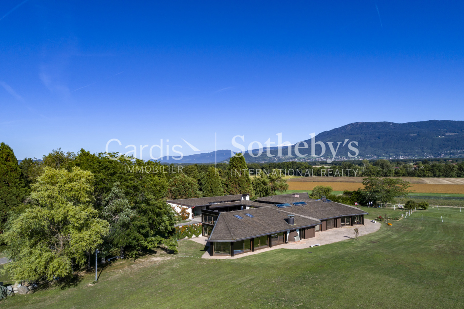 Single Family Homes のために 売買 アット Exclusivity : Idyllic location for this exceptional property. Gy Other Geneve, ジュネーブ 1251 スイス