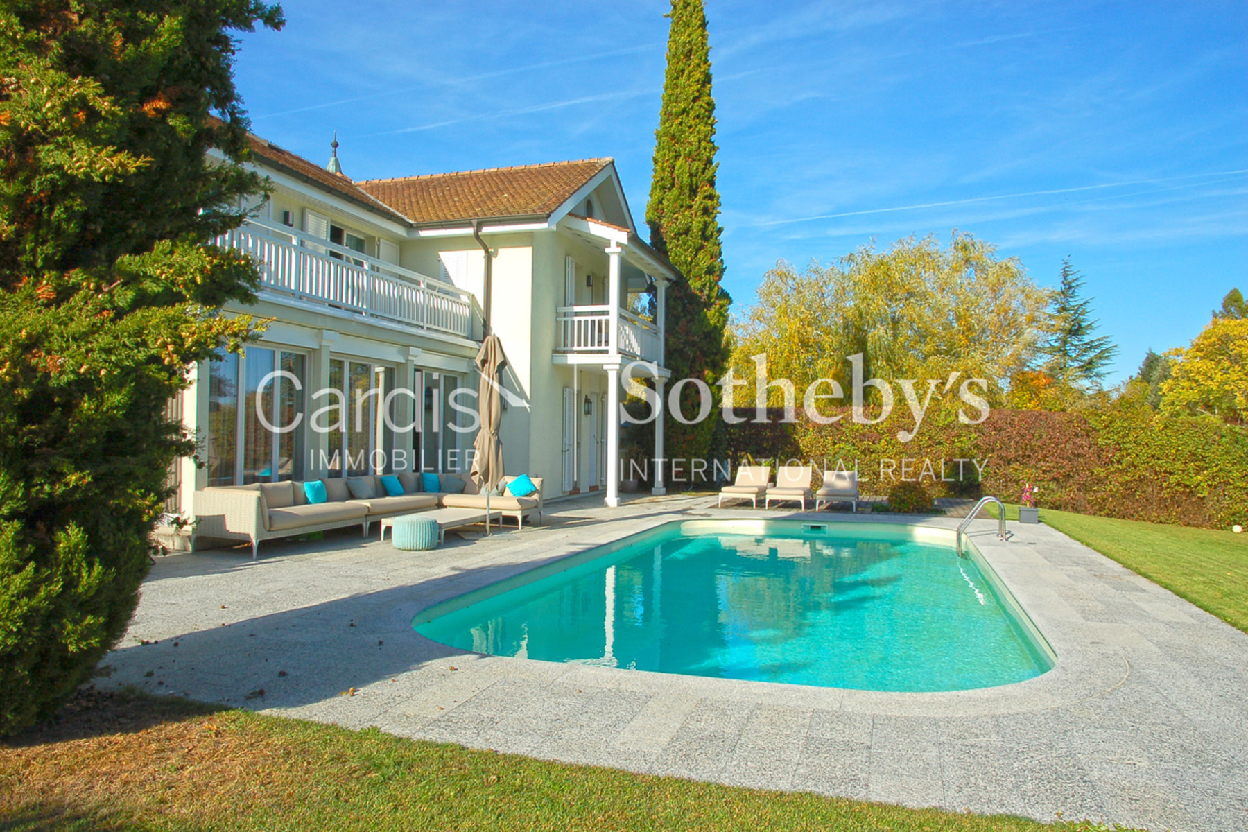 Single Family Homes for Active at Charming detached villa with pool Mies Mies, Vaud 1295 Switzerland