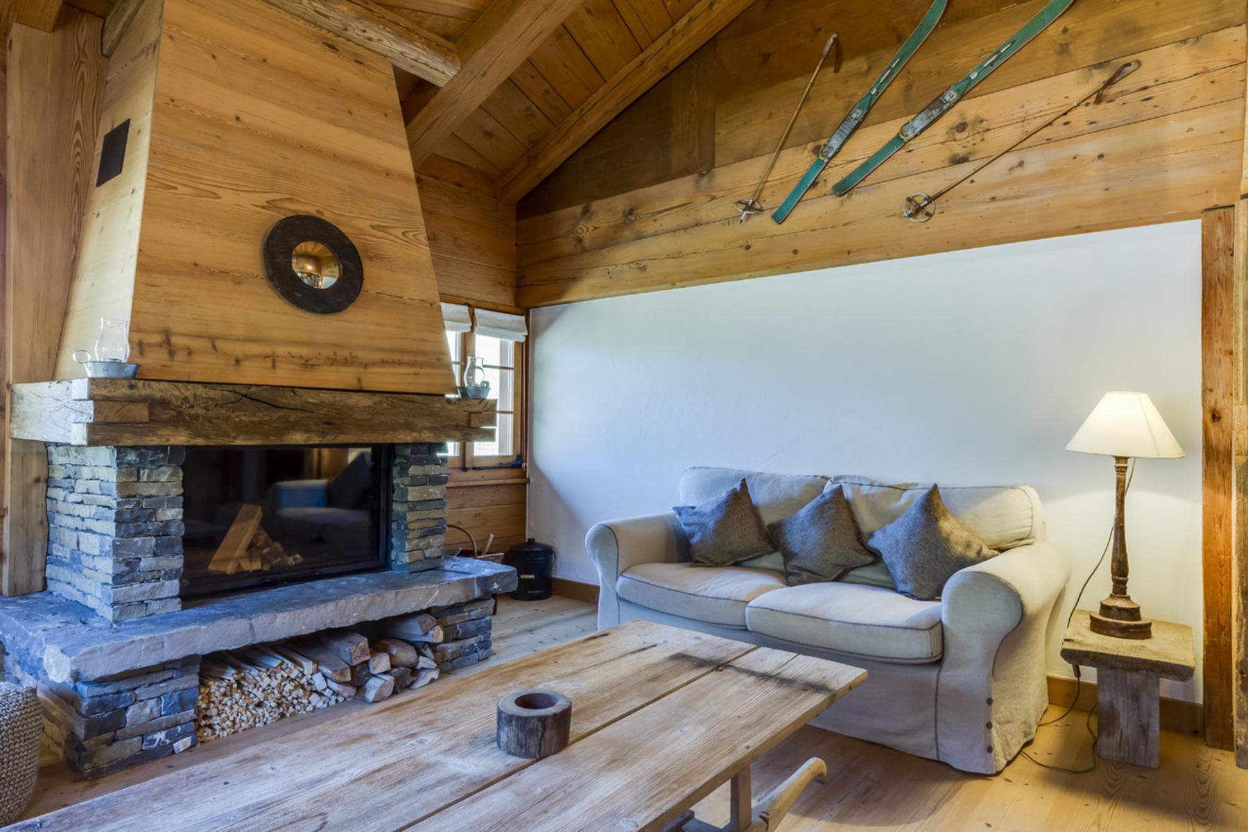 Maison unifamiliale pour l Vente à A charming, wholly renovated Farmhouse Gstaad, Other Switzerland, Autres Régions De La Suisse, 3783 Suisse