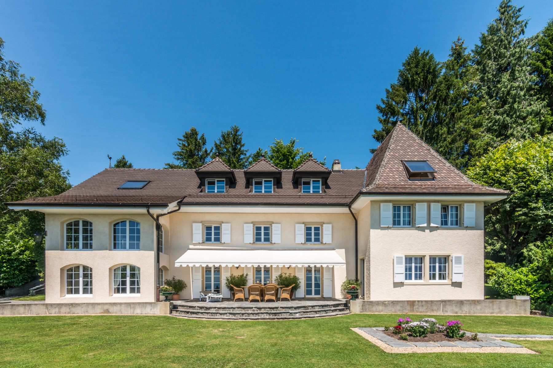 واحد منزل الأسرة للـ Sale في Charming property overlooking the UNESCO World Heritage Site Grandvaux Grandvaux, Vaud, 1091 Switzerland