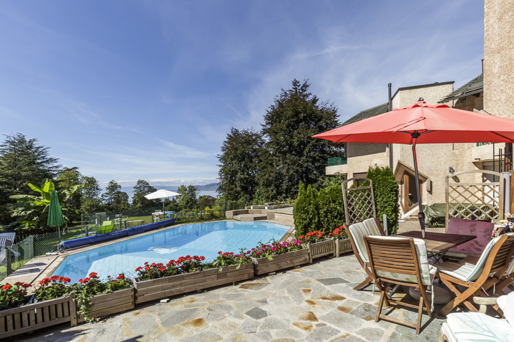 Casa Unifamiliar por un Venta en Terraced house with magnificent views over the lake and an outdoor swimming pool Villeneuve Villeneuve Vd, Vaud, 1844 Suiza