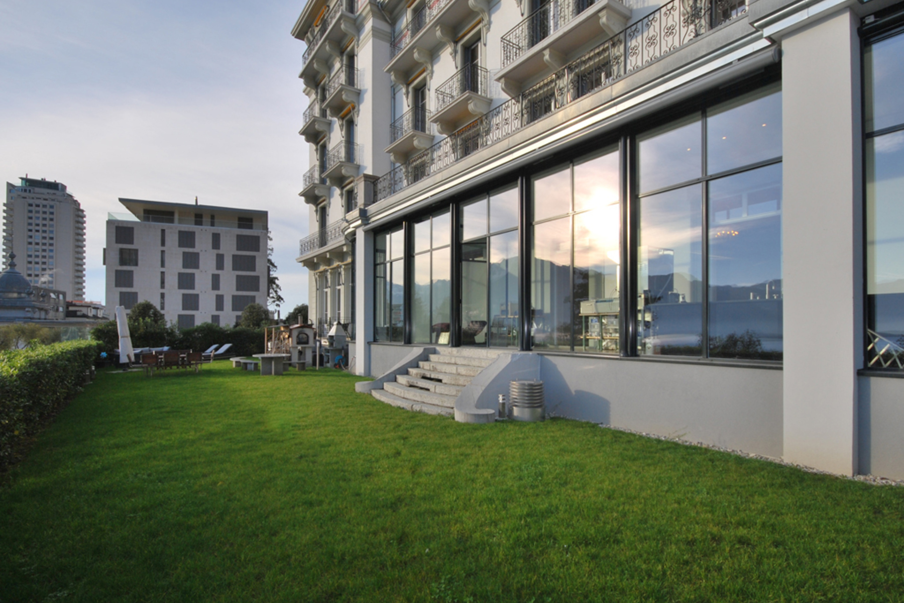 Apartments 为 销售 在 Stunning apartment in the historic National building Montreux 蒙特勒, 沃州 1820 瑞士
