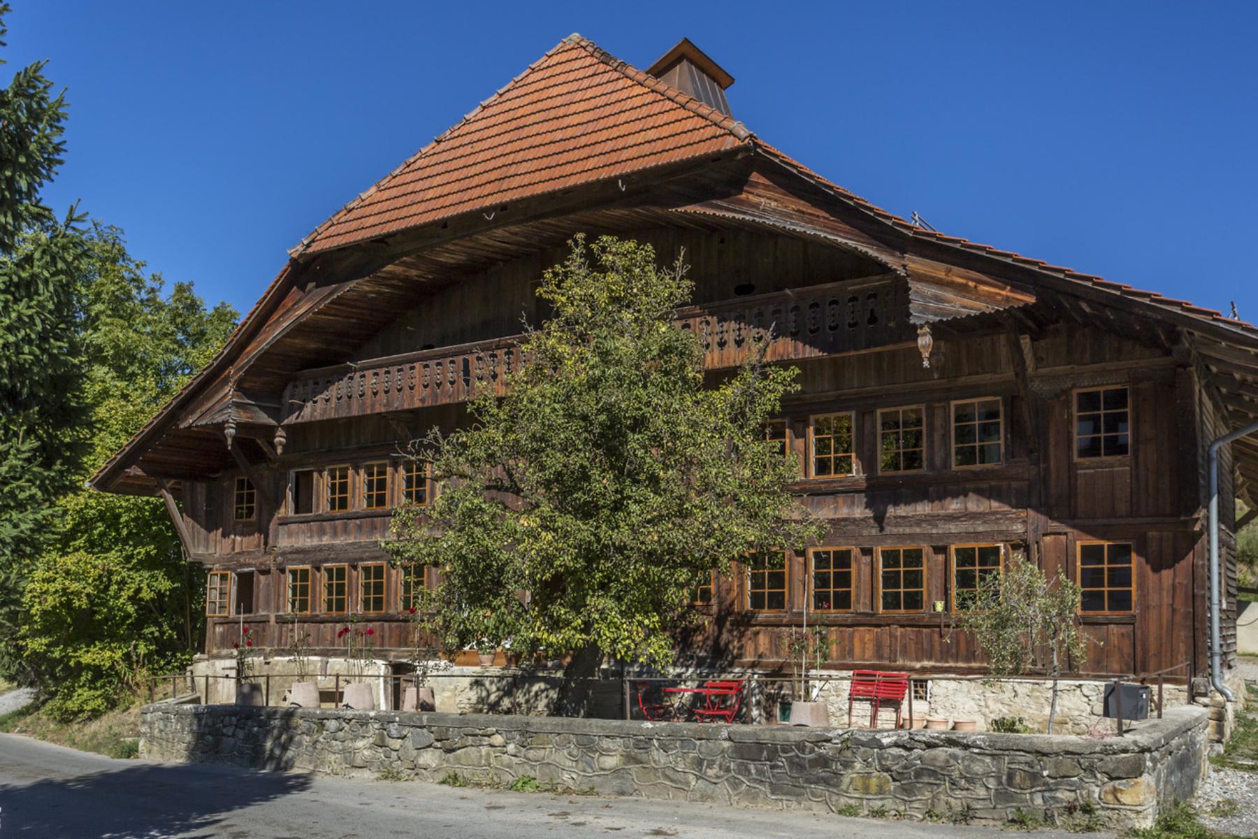 Fazenda / Rancho / Plantação para Venda às An authentic, historic farm with equestrian facilities Le Mouret, Le Mouret, Friburgo, 1724 Suíça
