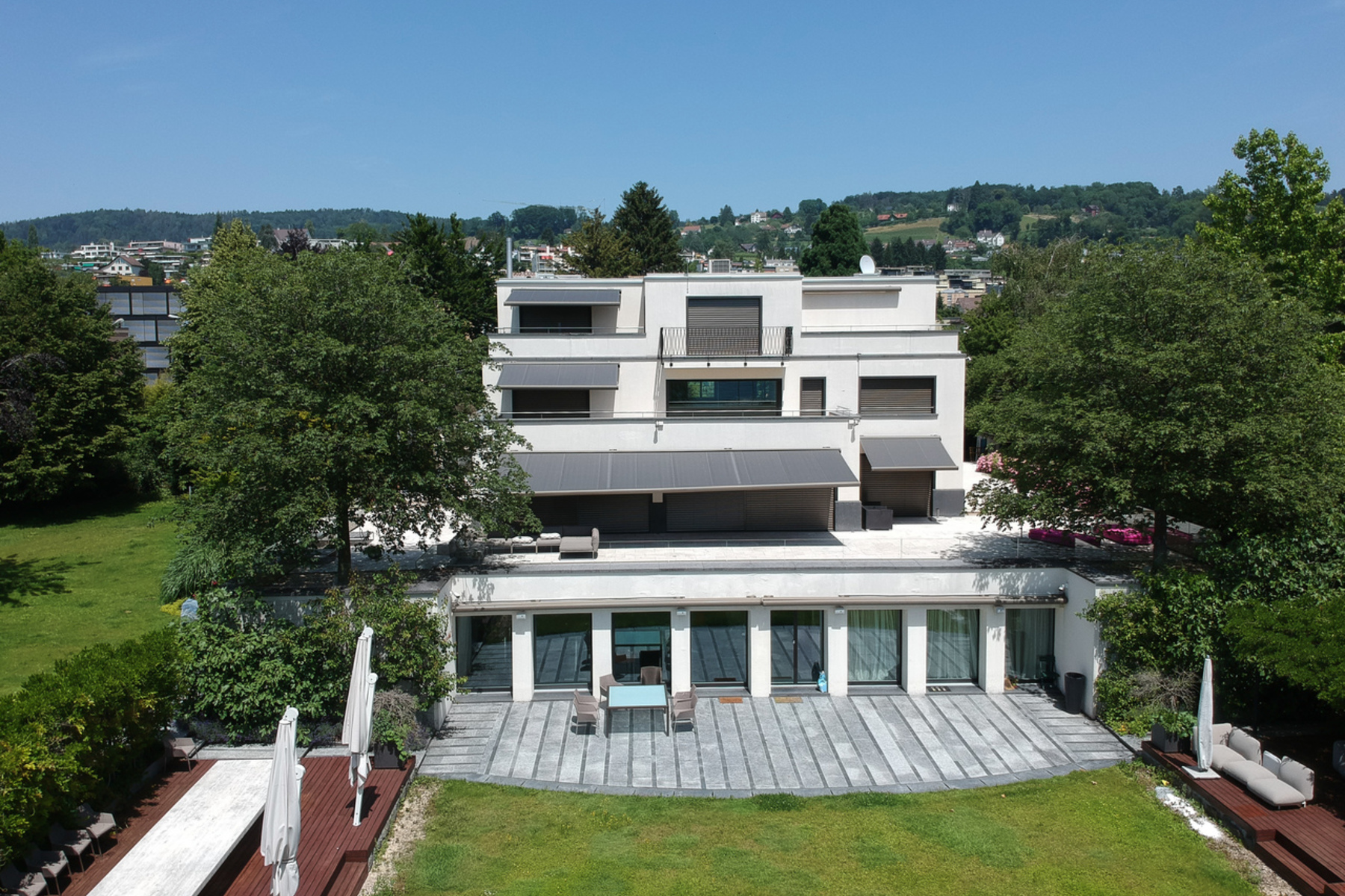 Single Family Homes 为 销售 在 Right on Lake Zurich - Private Beach - a world apart Zurich Mannedorf, 苏黎世 8708 瑞士