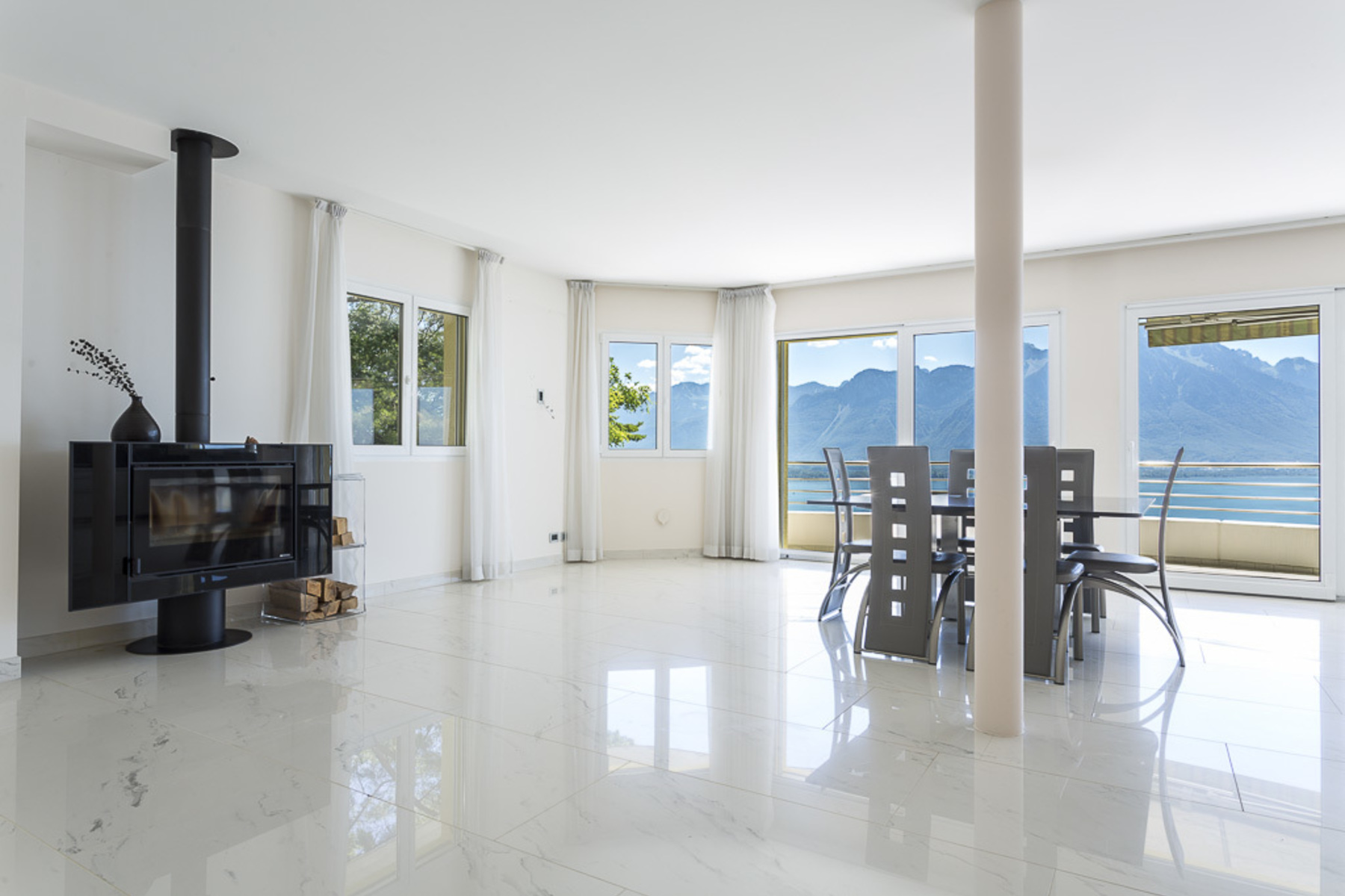 Additional photo for property listing at Stunning 4.5 room apartment enjoying total peace and quiet Unobstructed views o Territet Montreux, Во 1820 Швейцария