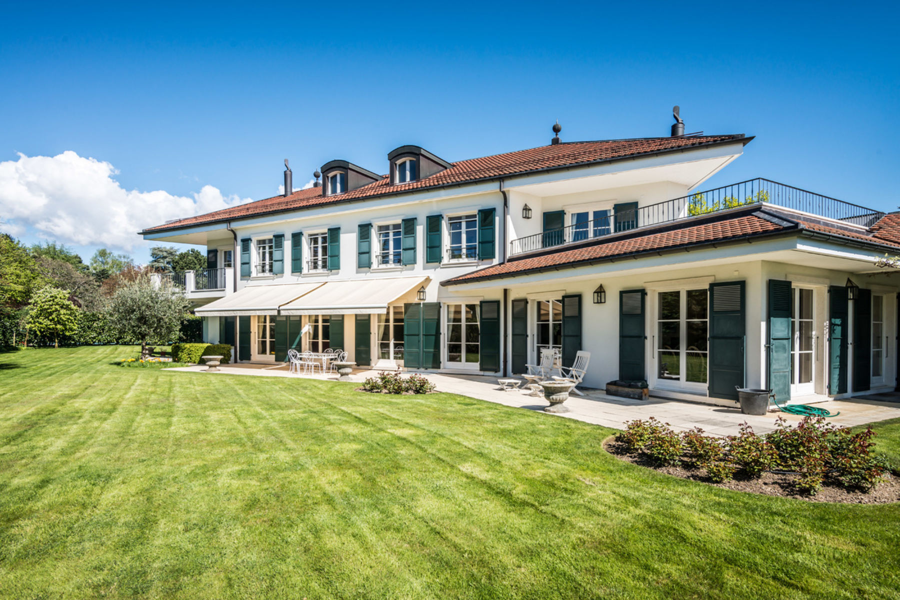 Single Family Home for Sale at Luxury detached villa with swimming pool Coppet Coppet, Vaud, 1296 Switzerland