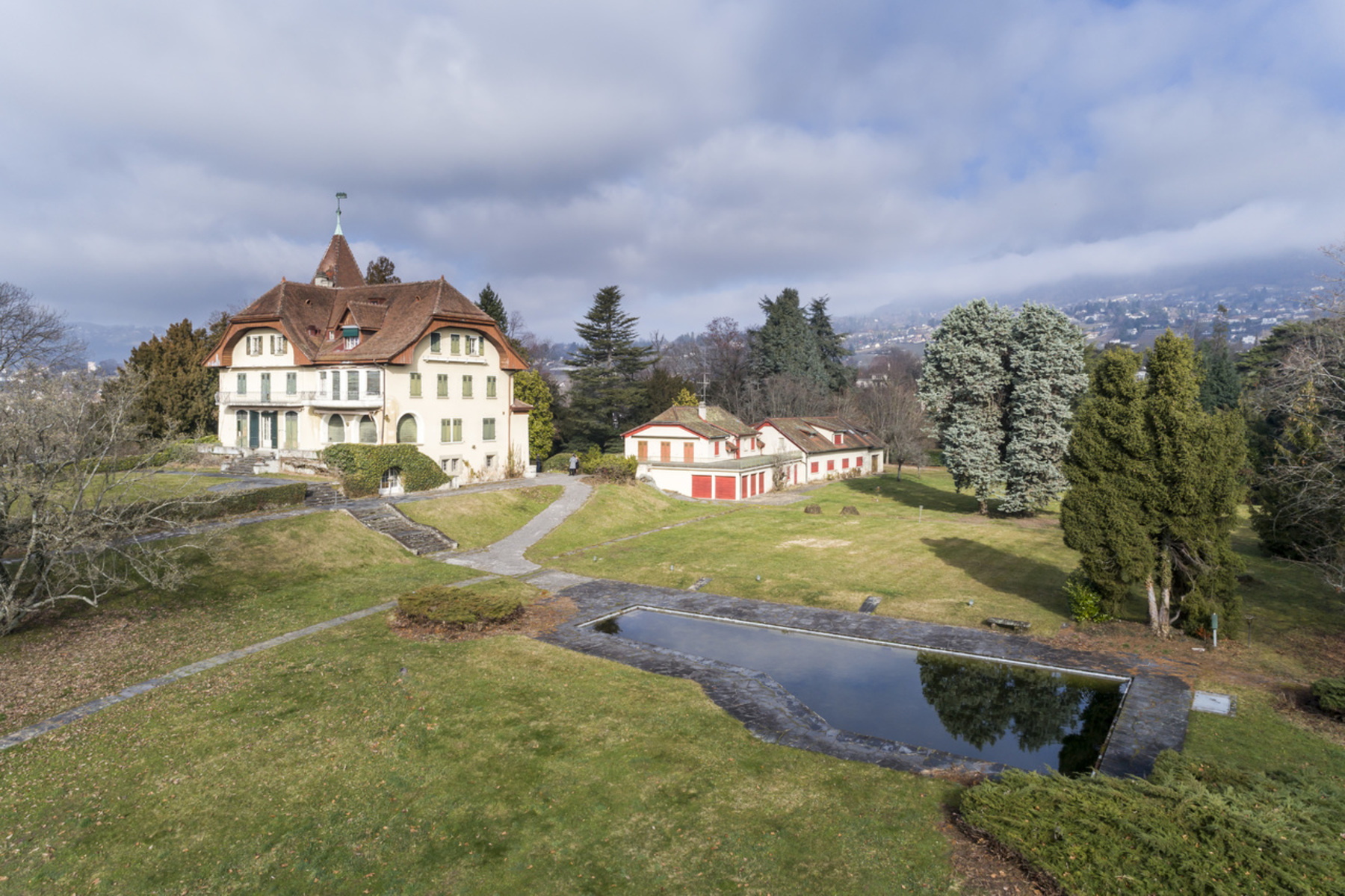 Single Family Homes por un Venta en Mansion situated amid extensive leafy grounds Clarens / Montreux Montreux, Vaud 1820 Suiza