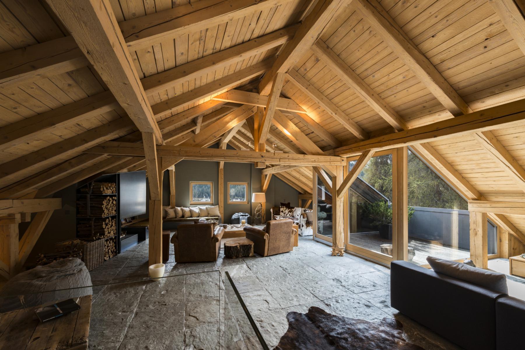 Duplex Homes 为 销售 在 Duplex apartment in Engadine-Style Chalet 圣莫里茨, 格宋 7500 瑞士