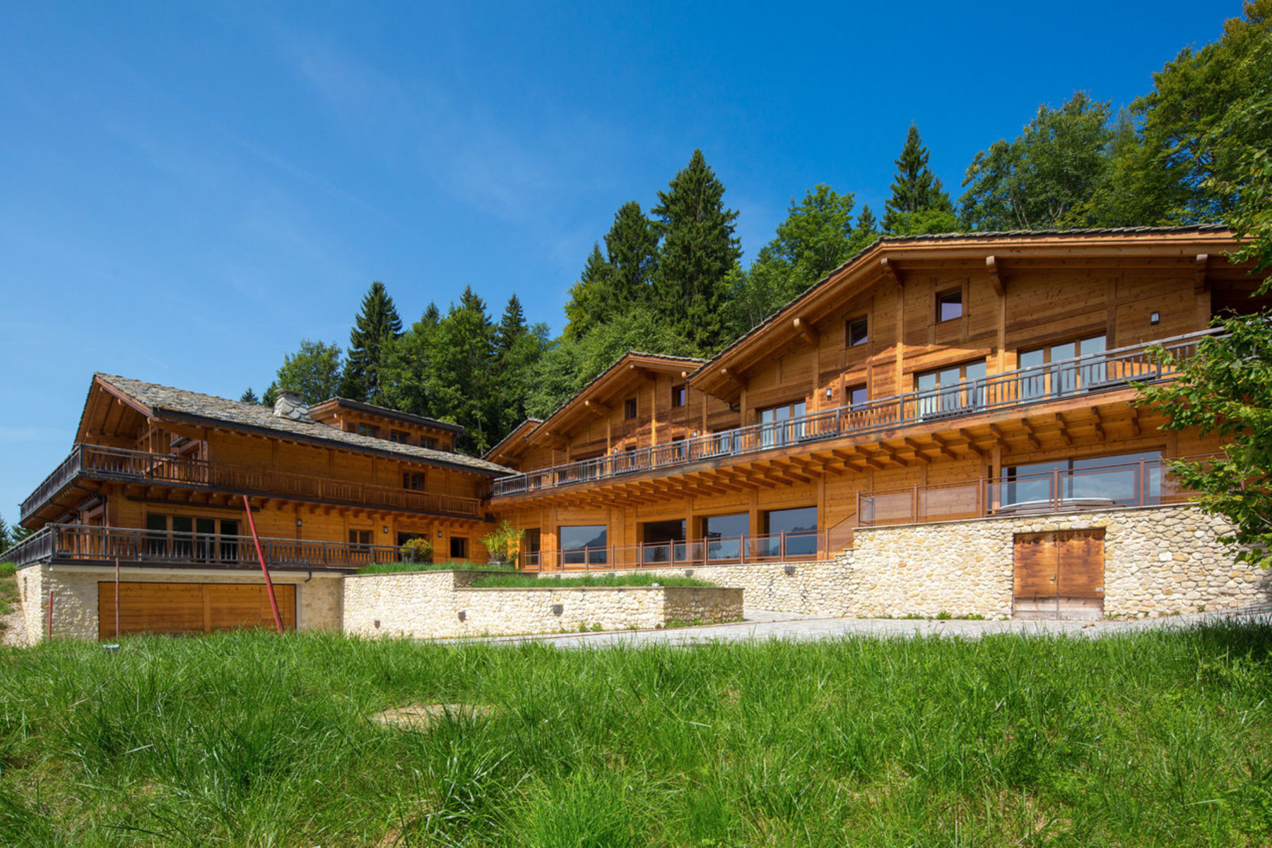 Частный односемейный дом для того Продажа на Luxury property in the heart of verdant grounds stretching over 6.5 hectares Villars-sur-Ollon, Villars-Sur-Ollon, Во, 1884 Швейцария