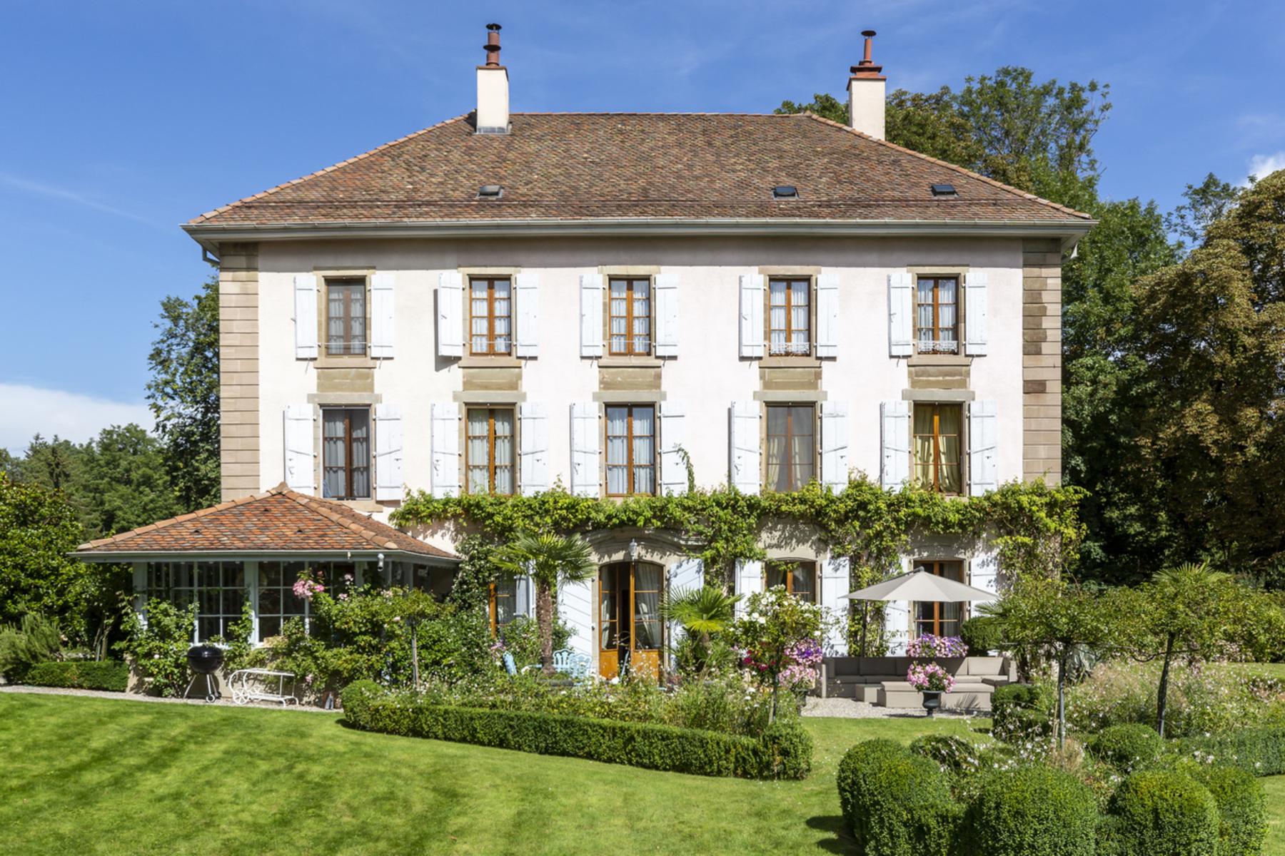 Single Family Homes pour l Vente à Exceptional mansion on the right bank Genthod Genthod, Genève 1294 Suisse