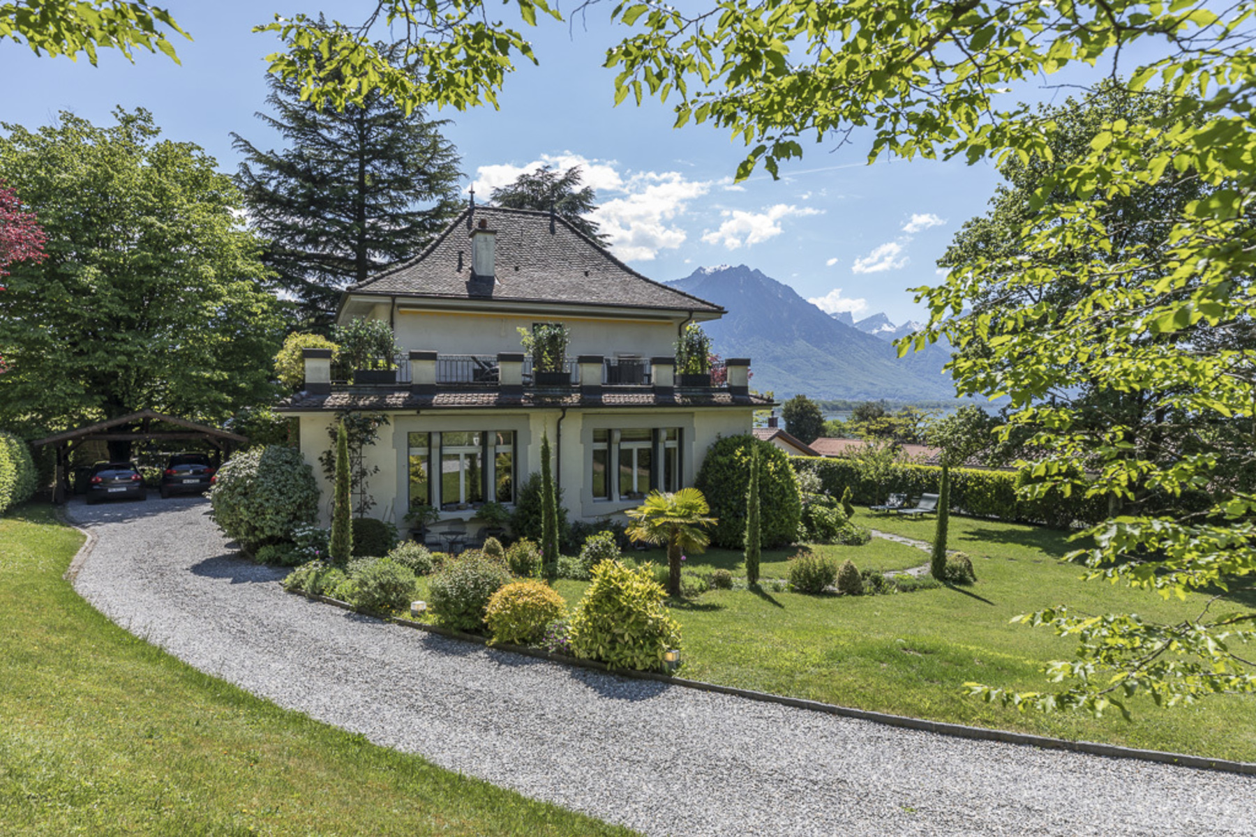 Vivienda unifamiliar por un Venta en Sumptuous mansion with undeniable charm, just a stone's throw from lake Villeneuve Villeneuve Vd, Vaud, 1844 Suiza