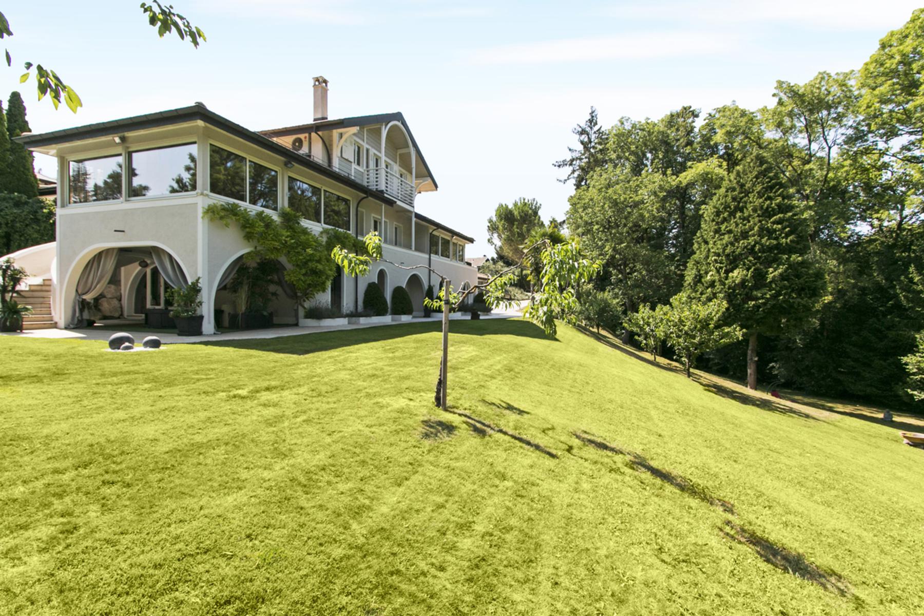 Casa Unifamiliar por un Venta en EXCEPTIONAL DETACHED VILLA ON A PLOT OF ALMOST 4,500 M2 Carouge Other Switzerland, Otras Áreas En Suiza, 1227 Suiza
