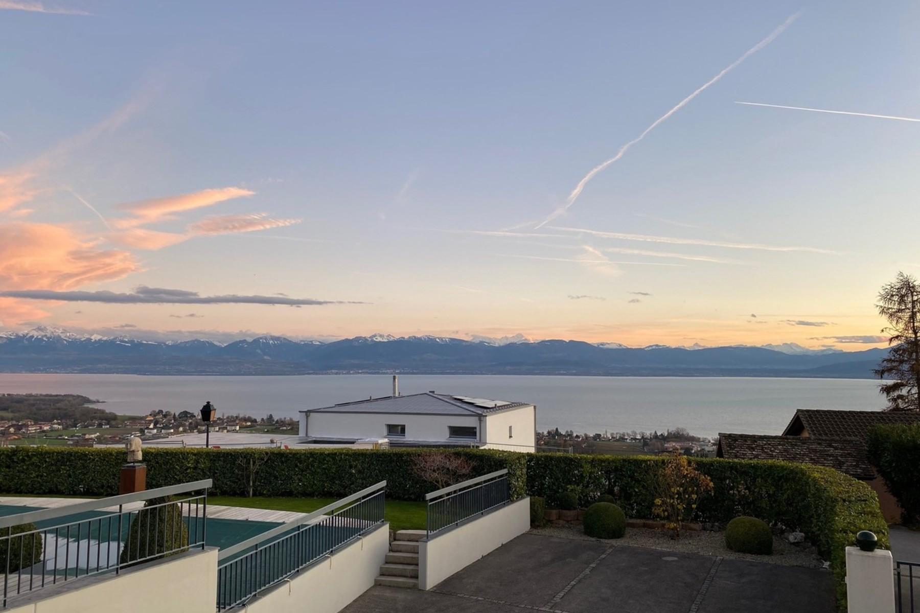 Single Family Homes por un Venta en Splendid residence with breathtaking views of the Lake Geneva basin Perroy Other Vaud, Vaud 1166 Suiza