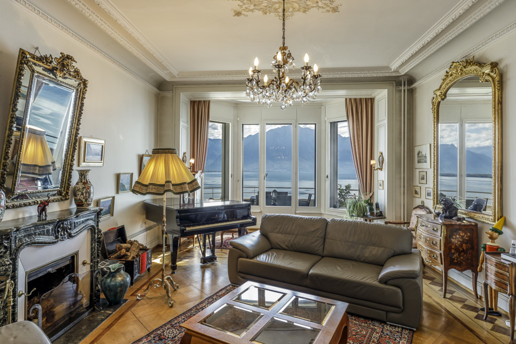 Piso por un Venta en Magnificent apartment with spacious terrace and unobstructed views over the lake Montreux Montreux, Vaud, 1820 Suiza