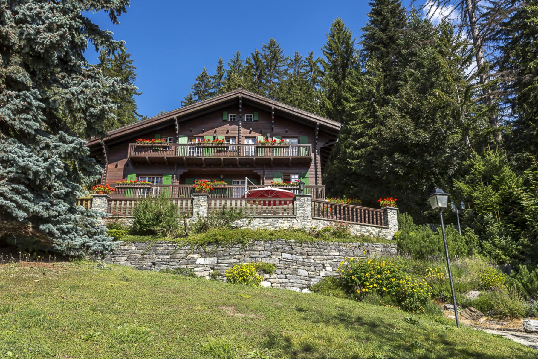Casa para uma família para Venda às Very rare chalet, Route du Rawyl, Crans-Montana Crans, Valais, 3963 Suíça