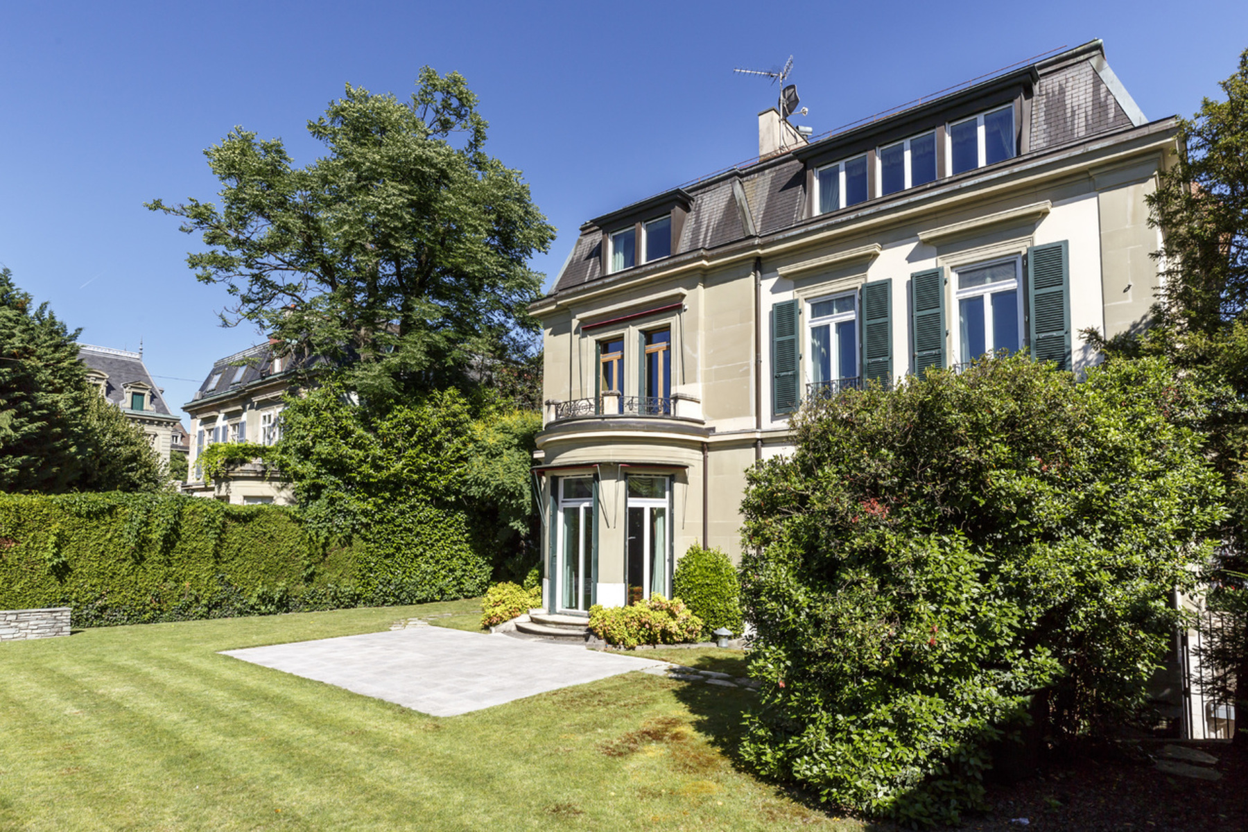 Single Family Homes for Sale at Rare opportunity! Magnificent one-of-a-kind townhouse right in the he Quartier Eglise Russe Geneva, Geneva 1206 Switzerland