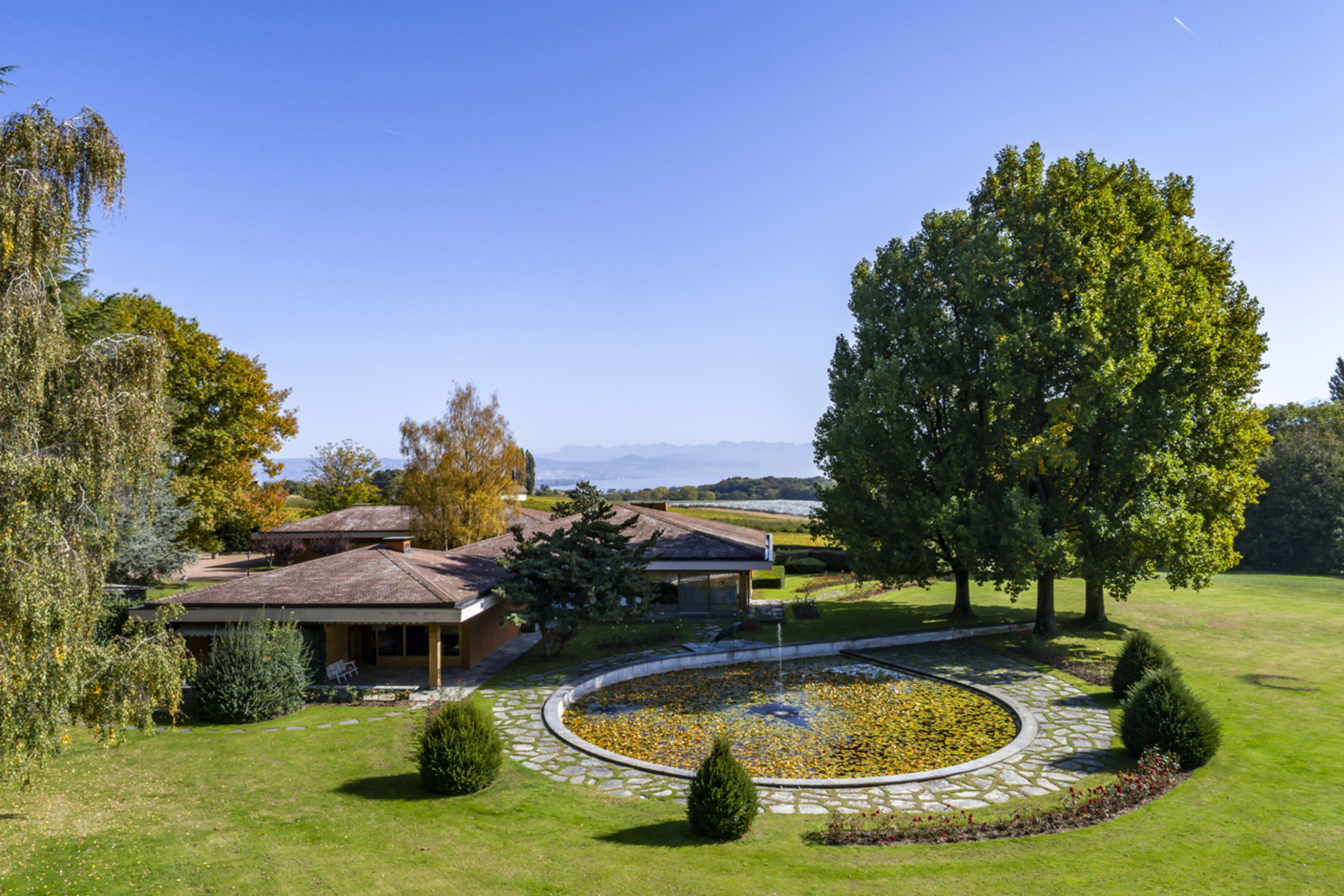 Single Family Homes 为 销售 在 An exceptional location for this property Lussy-sur-Morges Lussy-Sur-Morges, 沃州 1167 瑞士
