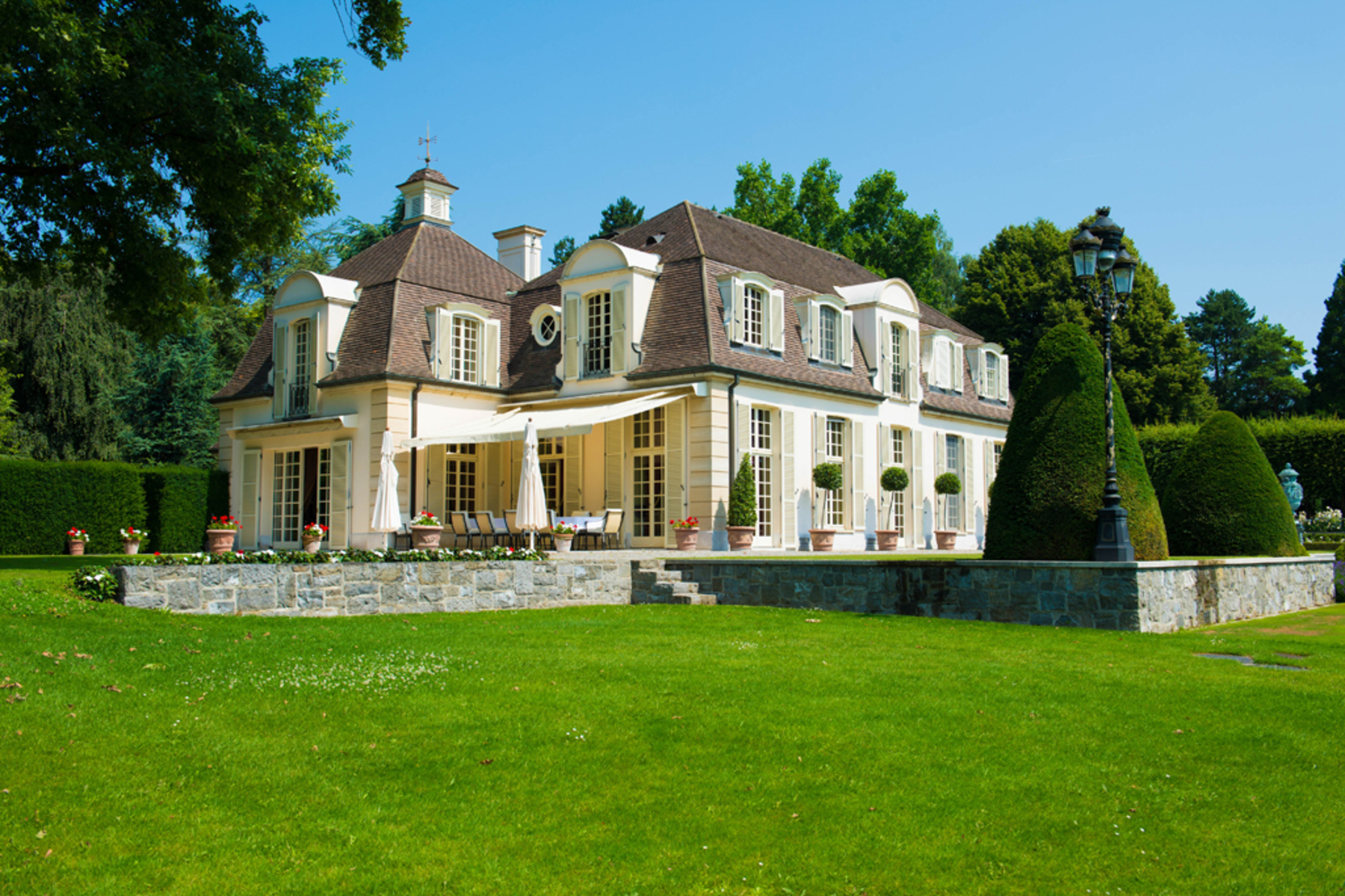 Farm / Ranch / Plantation للـ Sale في Exceptional property spread out over 8 hectares Cologny Cologny, Geneva, 1223 Switzerland