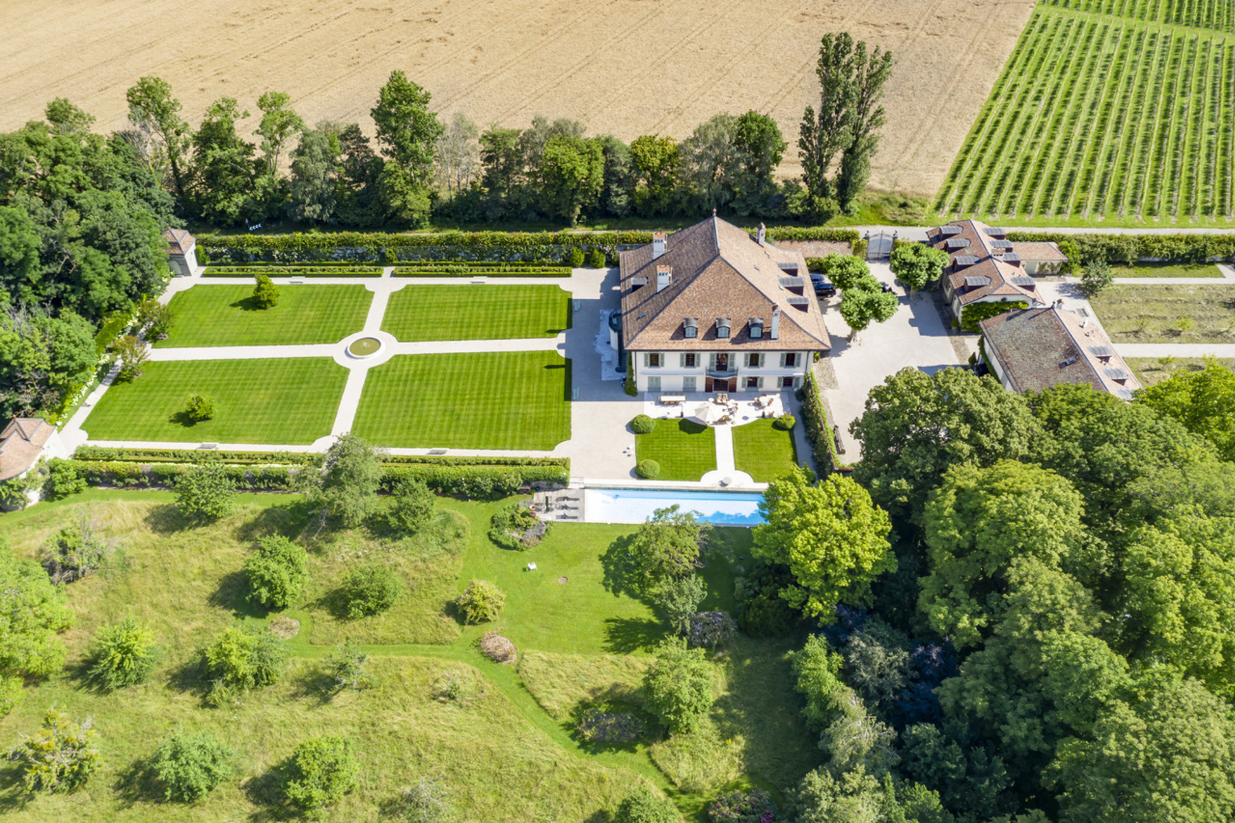 Additional photo for property listing at Royal Estate Merlinge Castle Gy Other Geneve, Genf 1252 Schweiz
