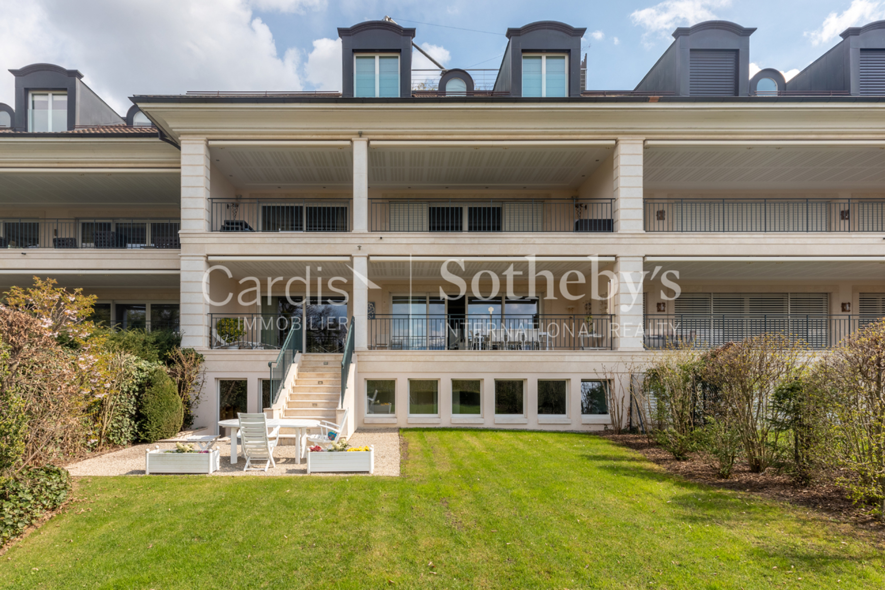 Apartments por un Venta en Exceptional apartment in the most beautiful residence in Cologny Cologny Cologny, Ginebra 1223 Suiza