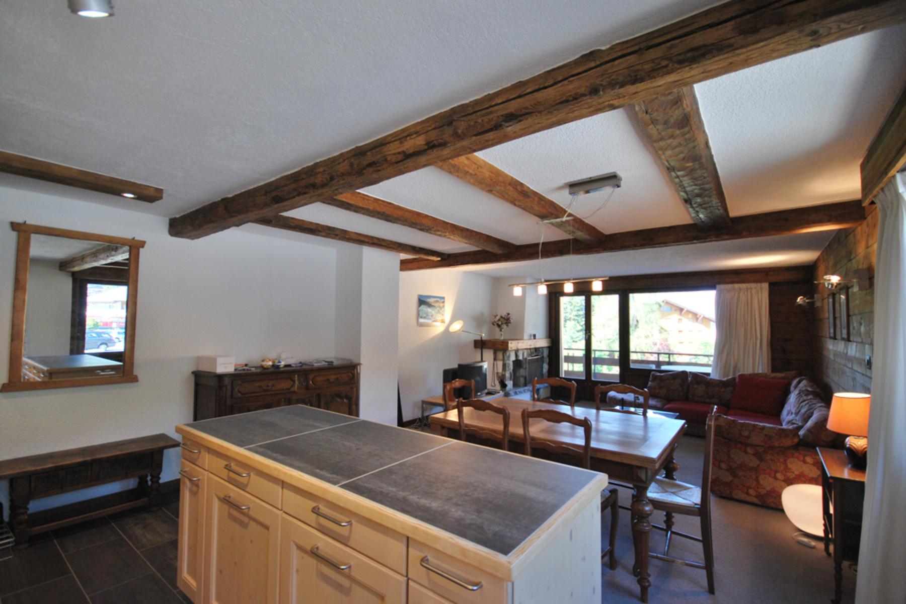 Condominio por un Venta en Charming dwelling in the heart of the resort Verbier, Verbier, Valais, 1936 Suiza