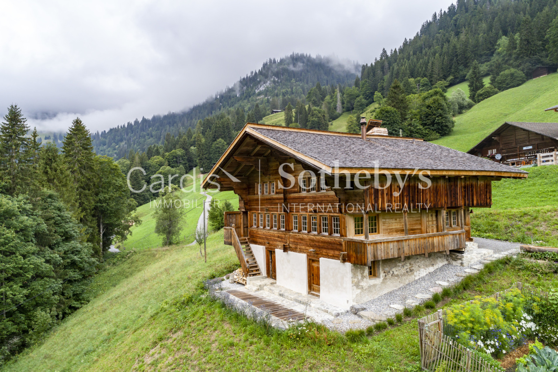 Single Family Homes 为 销售 在 Splendid fully renovated chalet in the Berner Oberland Zwischenflüh Other Bern, 伯尔尼 3756 瑞士