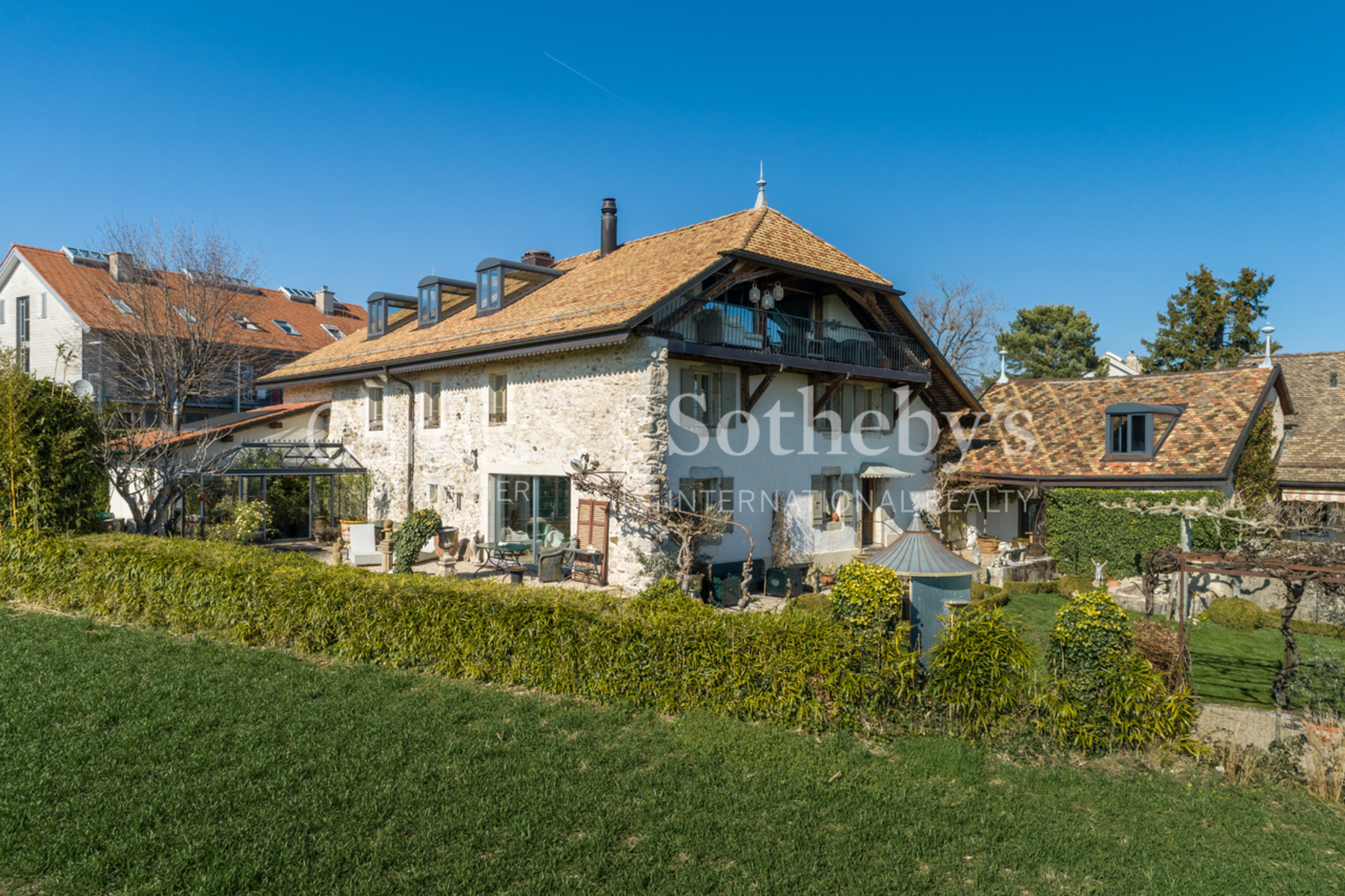 Single Family Homes 为 销售 在 Coup de coeur in the center of the village Genolier Genolier, 沃州 1272 瑞士