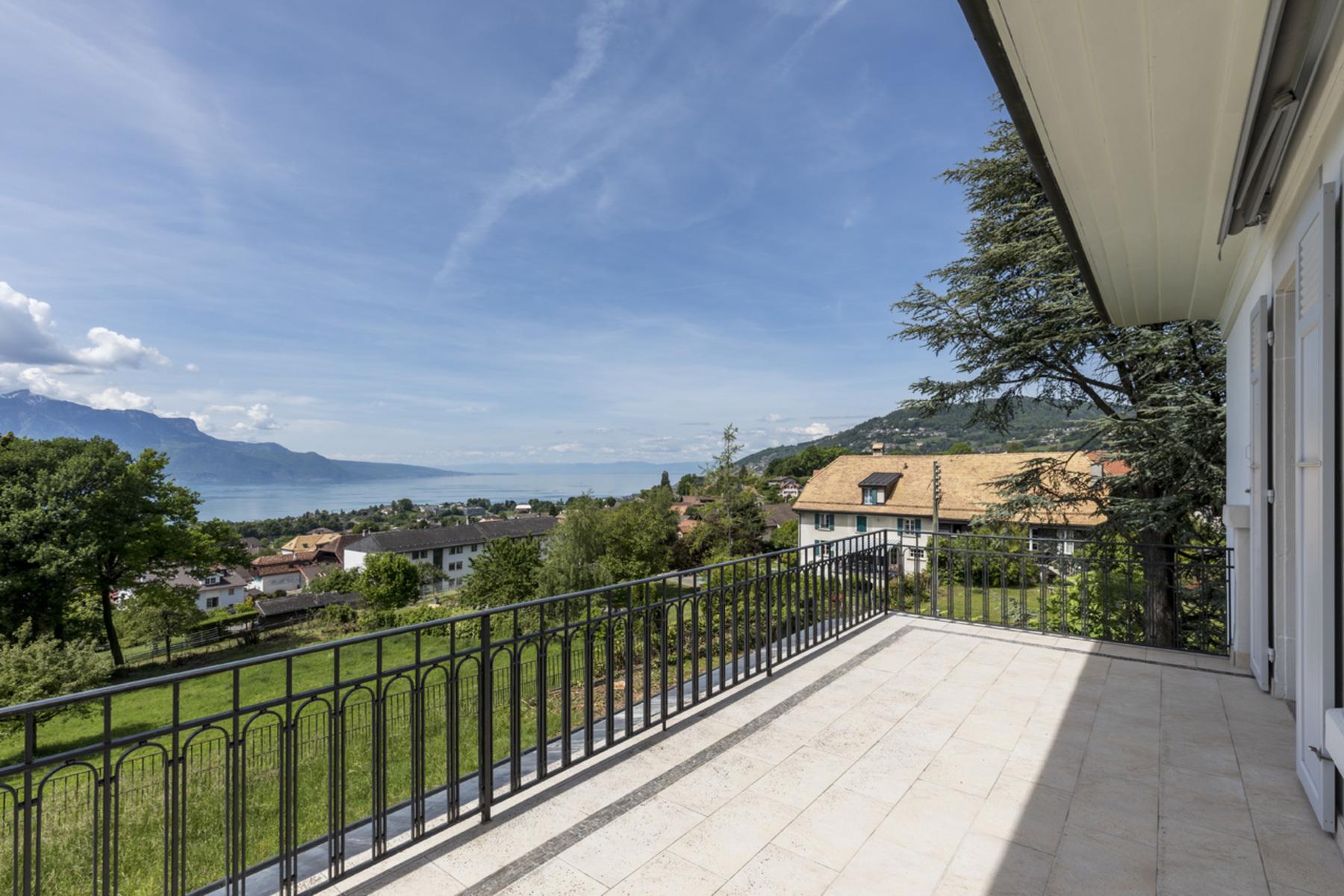 Single Family Homes por un Venta en Elegant mansion with panoramic views over the lake Saint-Légier-La Chiésaz St Legier La Chiesaz, Vaud 1806 Suiza
