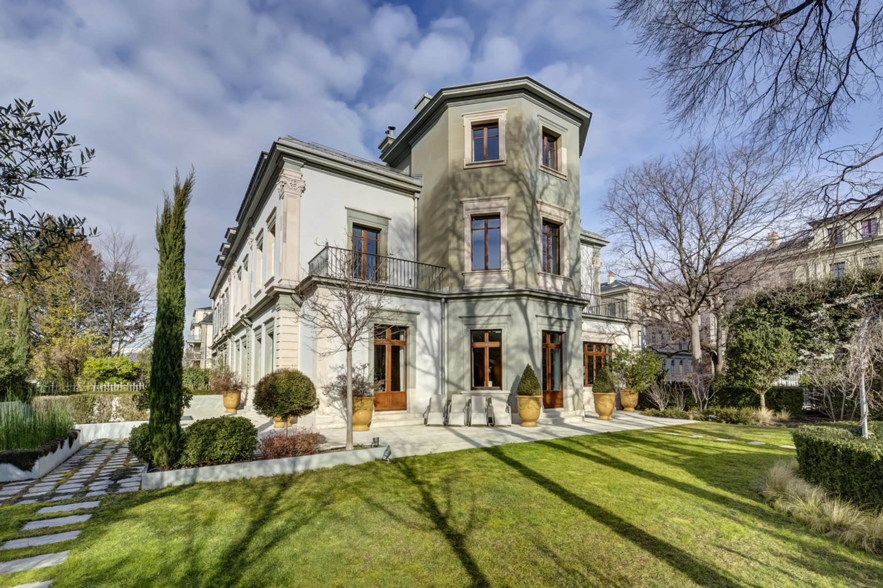 Single Family Homes for Sale at Private mansion located at the foot of the city Genève Geneva, Geneva 1205 Switzerland