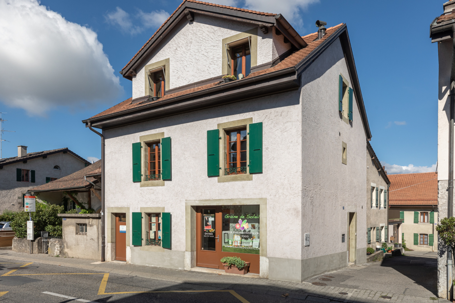 Single Family Homes のために 売買 アット Exclusive - Beautiful village house with character and beams Bernex Other Geneve, ジュネーブ 1233 スイス