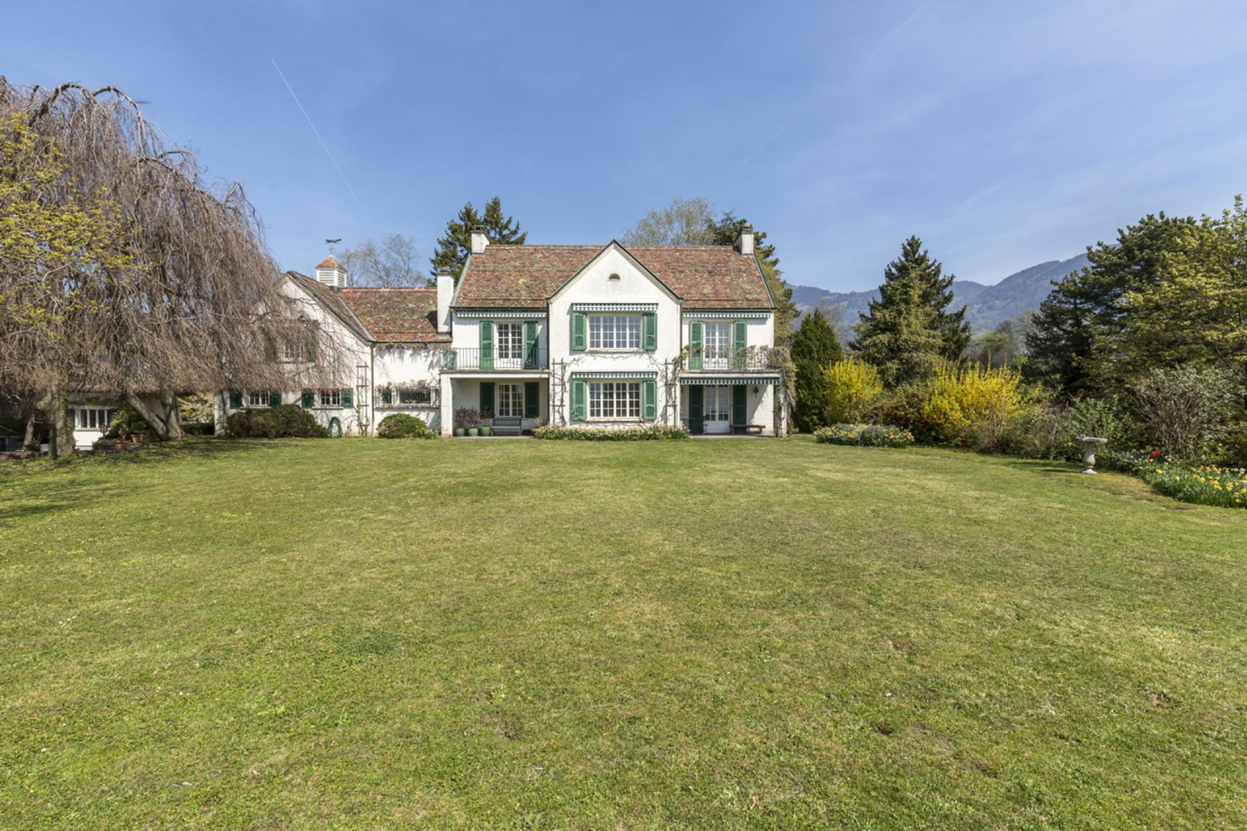 独户住宅 为 销售 在 Unique! Mansion Exceptional location with lake views La Tour-de-Peilz La Tour-De-Peilz, 沃州, 1814 瑞士