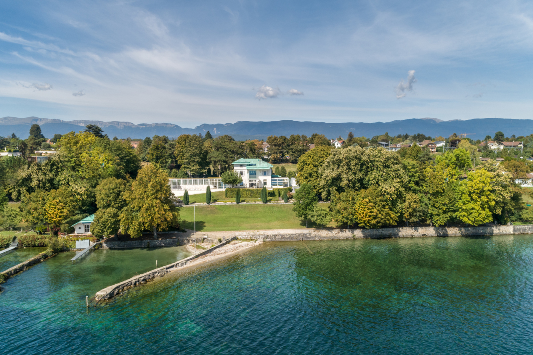 Single Family Homes por un Venta en Architect-designed waterfront property Tannay Tannay, Vaud 1295 Suiza