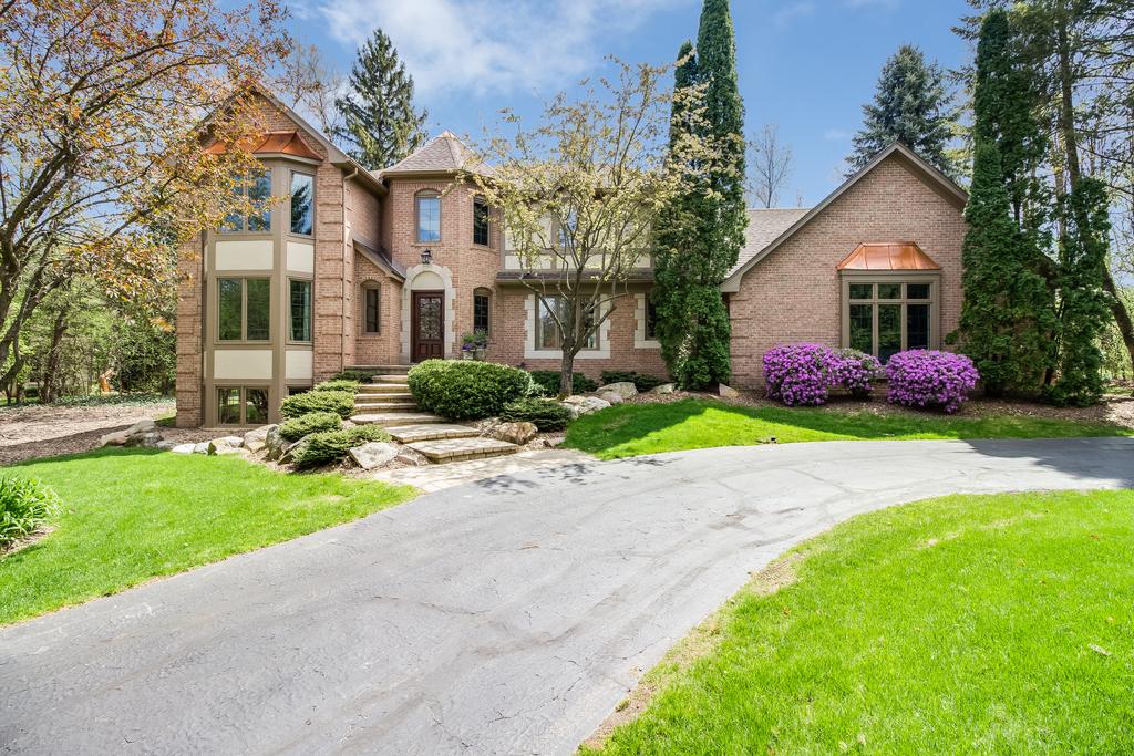 独户住宅 为 销售 在 Bloomfield 455 Laurelwood Court 布洛姆费尔德, 密歇根州, 48302 美国