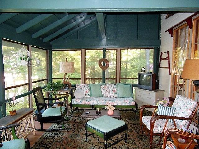 Maison unifamiliale pour l Vente à Lakefront Victorian with exquisite garden terraces 5302 Lakehouse Rd Brantingham, New York 13312 États-Unis