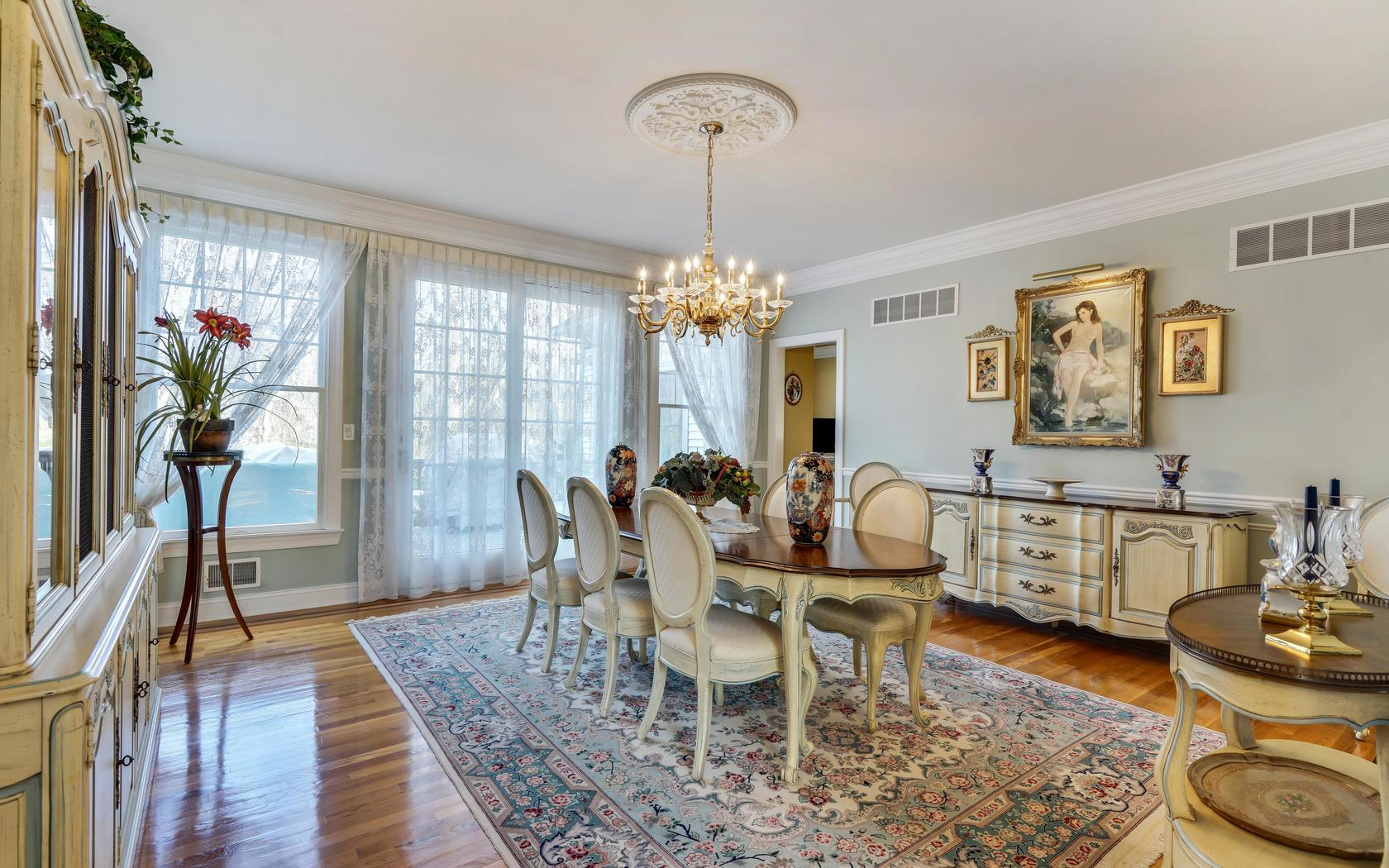 Additional photo for property listing at Victorian 4 Captain Bailey Court Brielle, New Jersey 08730 États-Unis