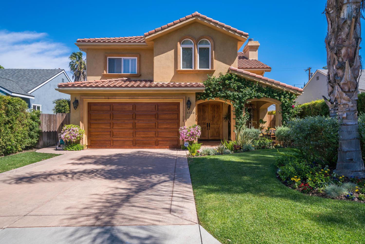 Maison unifamiliale pour l Vente à 4520 Tyrone Ave Sherman Oaks, Californie 91423 États-Unis